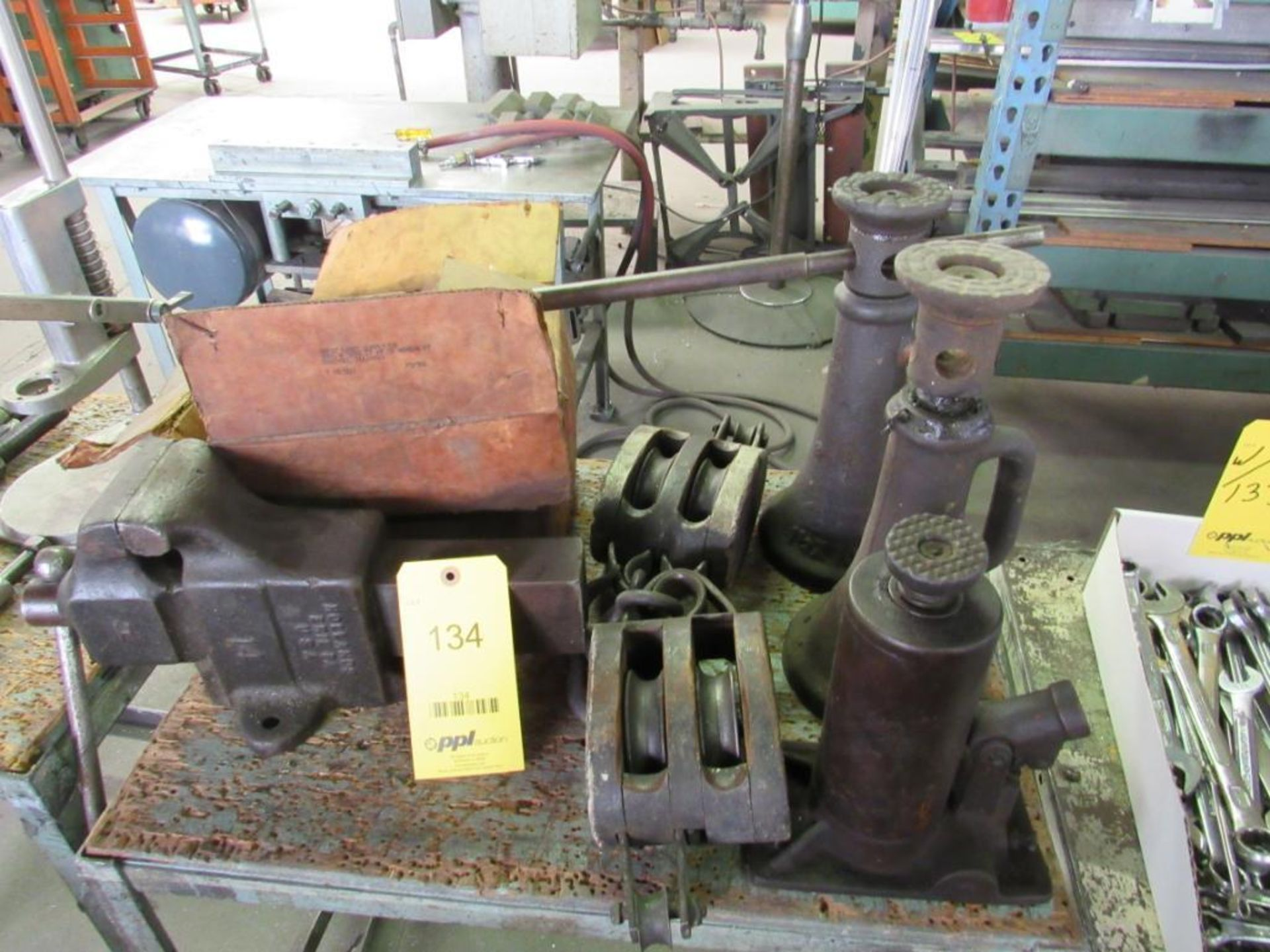Lot 134 - LOT: Assorted Gear Pullers, Jacks, Pulleys, (1) 4 in. Bench Vise on (2) Carts (with carts)