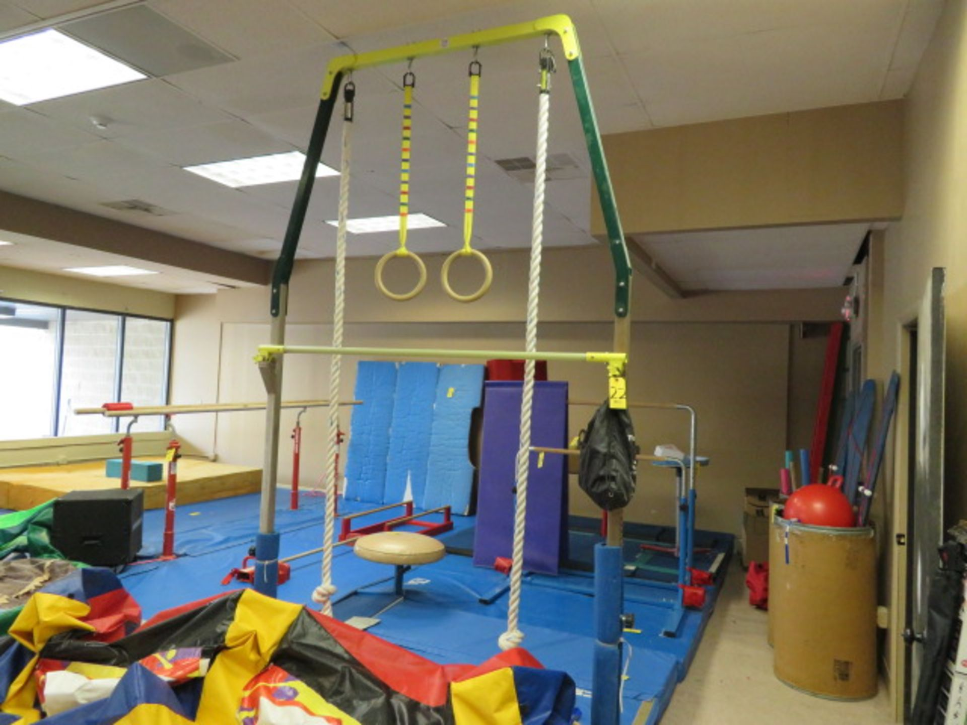 Lot 22 - LITTLE ATHLETES TOWER SYSTEM W/RINGS, ROPES & BAR (MATS NOT INCLUDED)