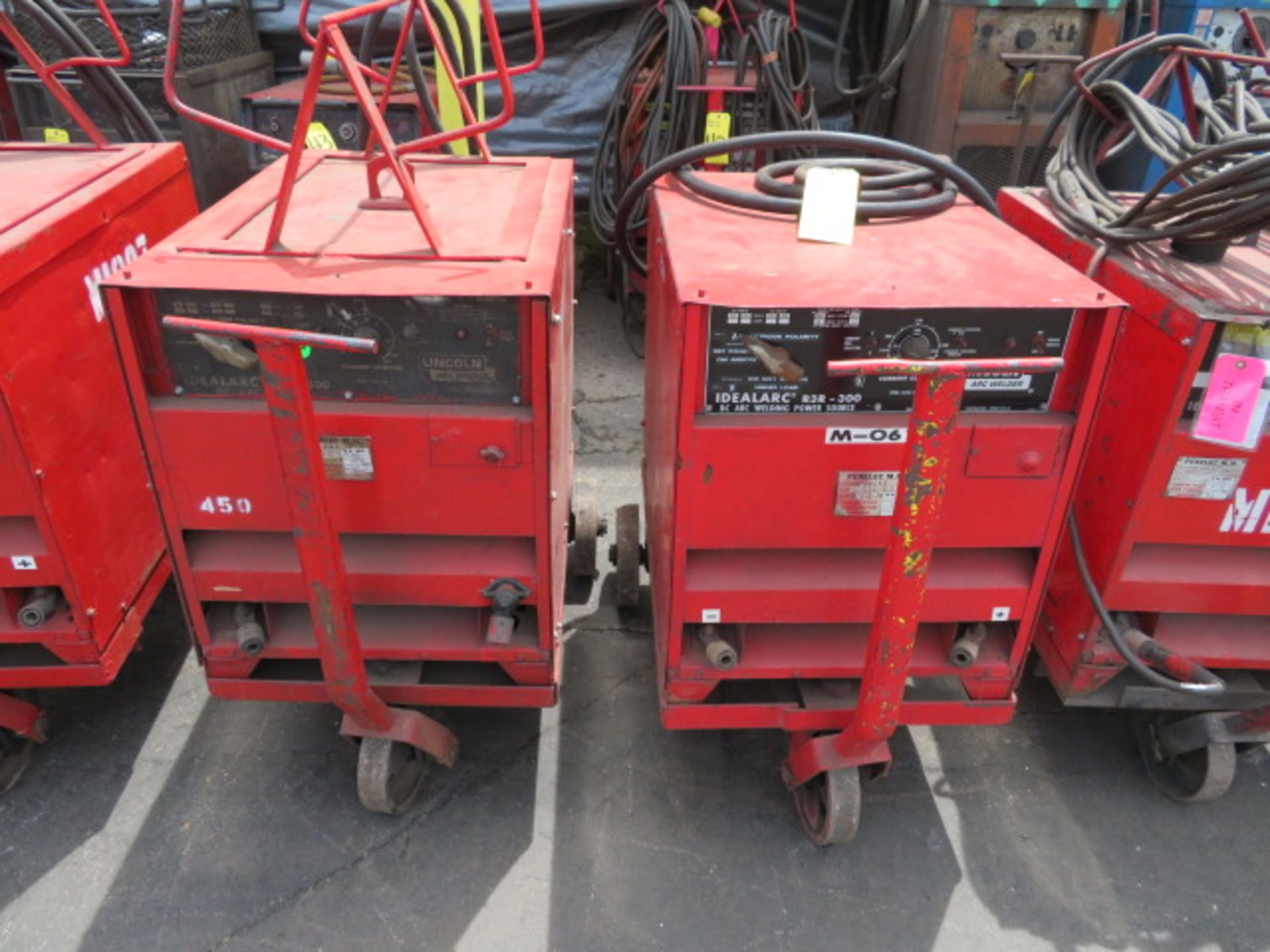 Lot 46E - LINCOLN IDEALARC R3R 300 TIG WELDER W/ CART