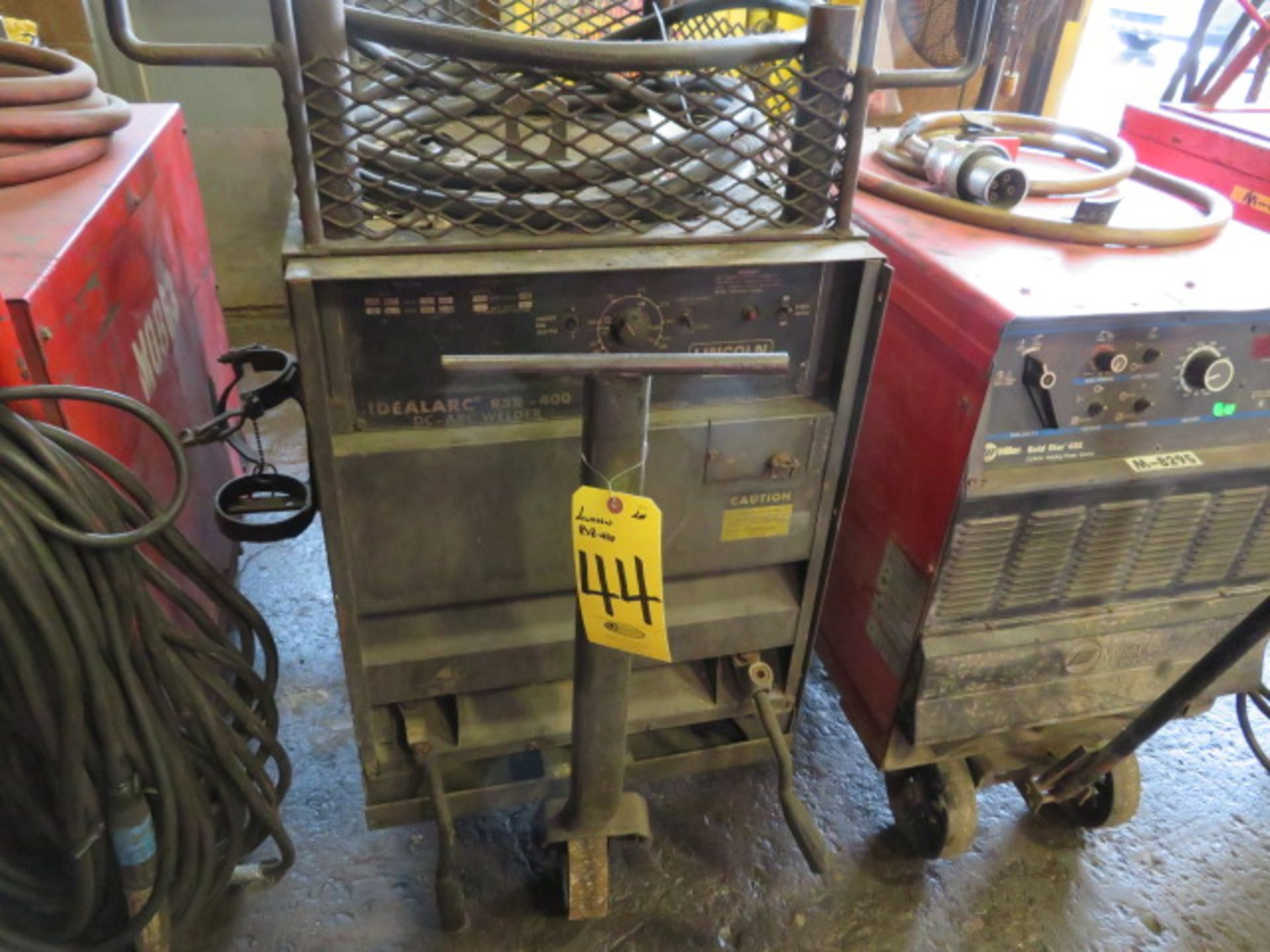 Lot 44 - LINCOLN IDEALARC R3R-400 TIG WELDER W/CART