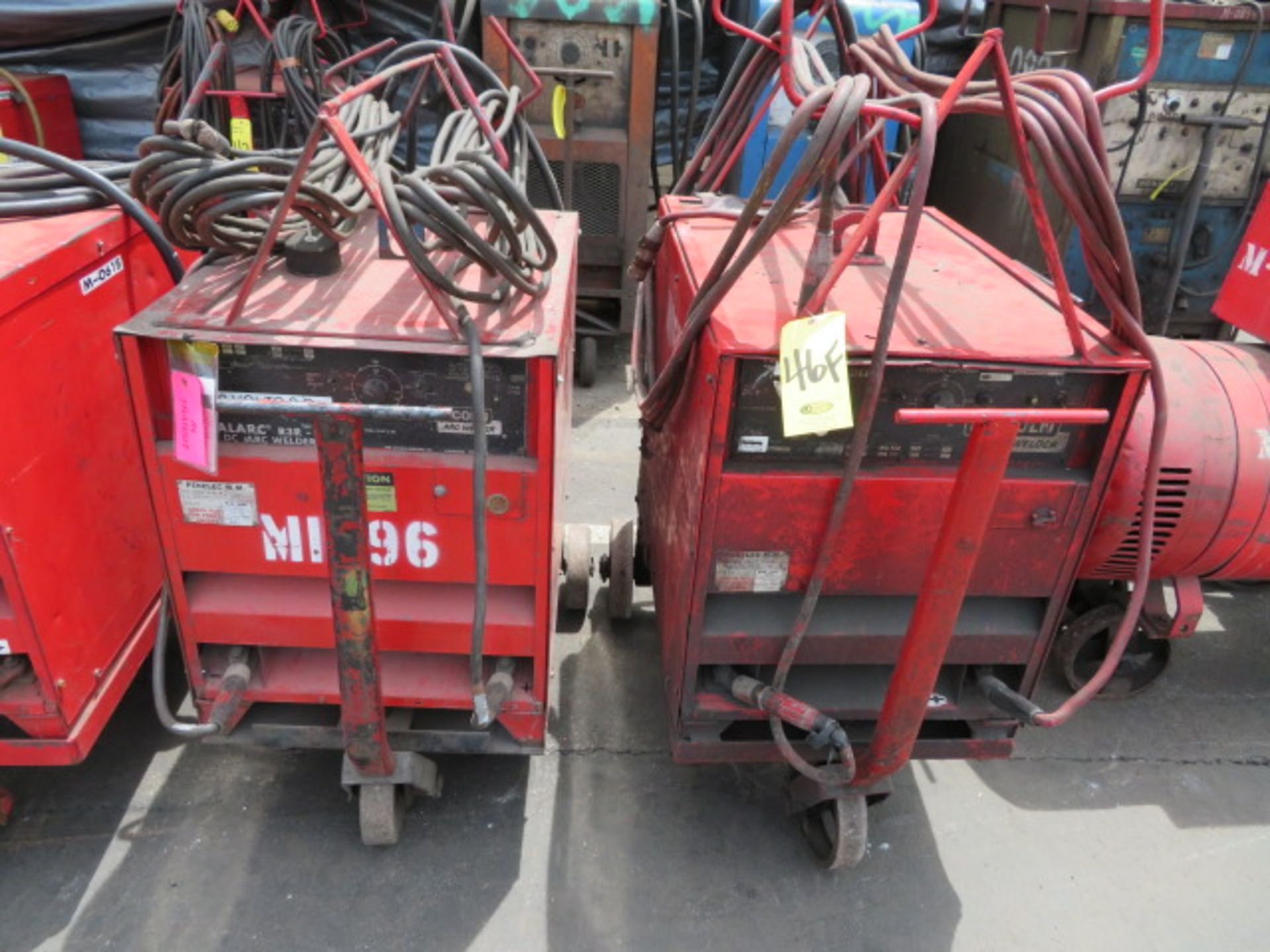 Lot 46F - LINCOLN IDEALARC R3R 300 TIG WELDER W/ CART