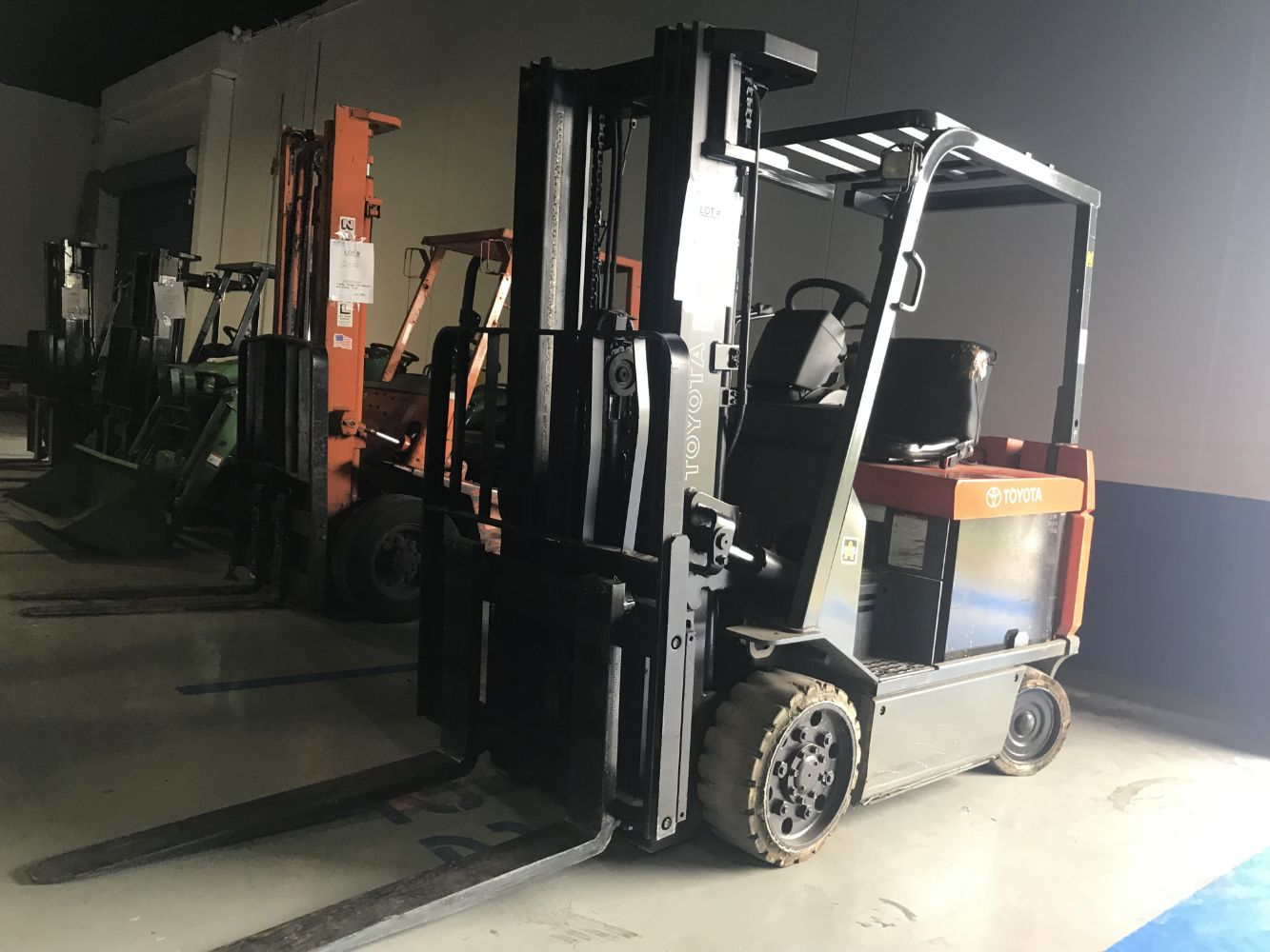 PUBLIC AUCTION  25+/- FORKLIFTS