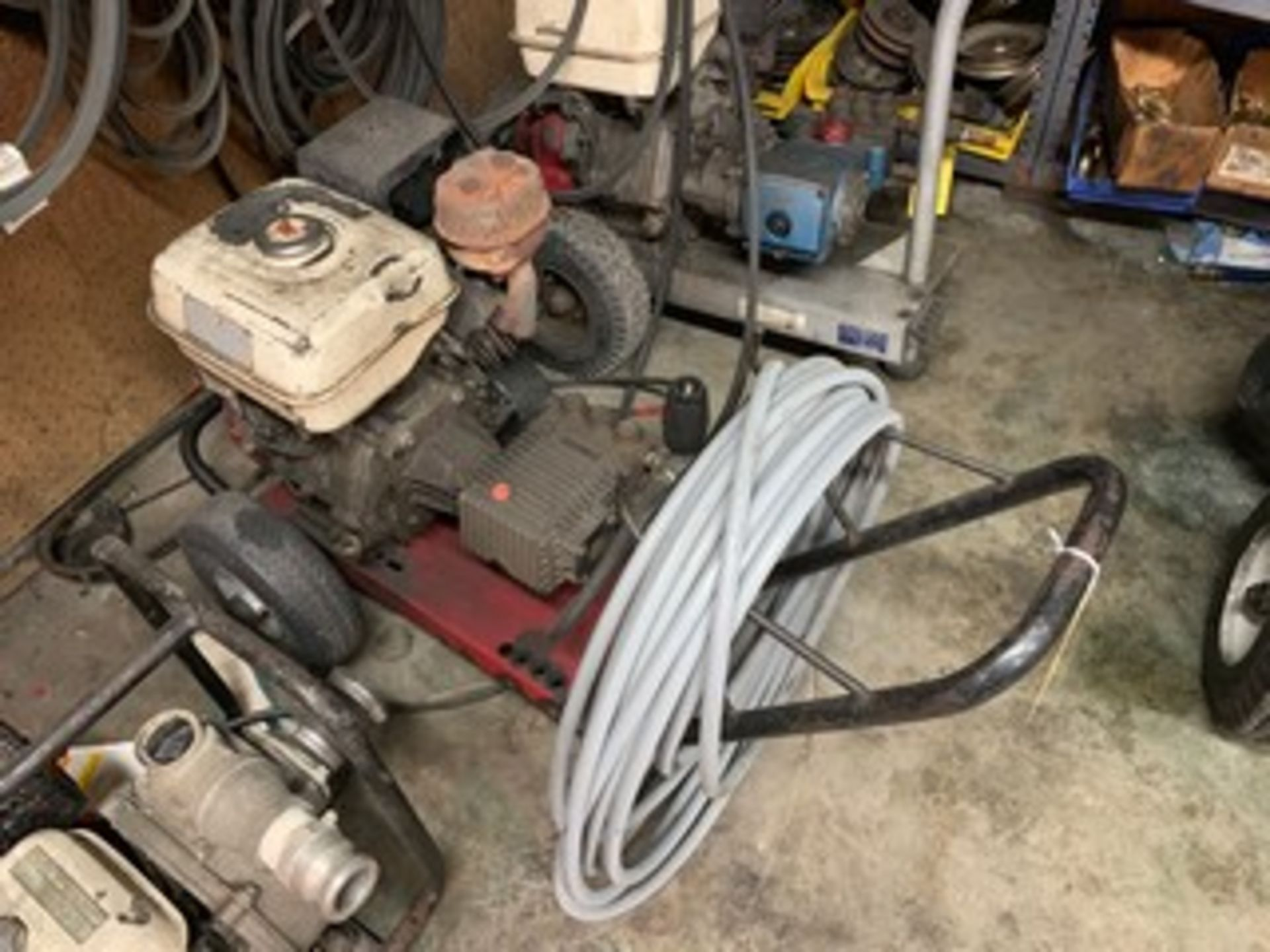 Lot 47 - PRESSURE WASHER WITH HONDA ENGINE