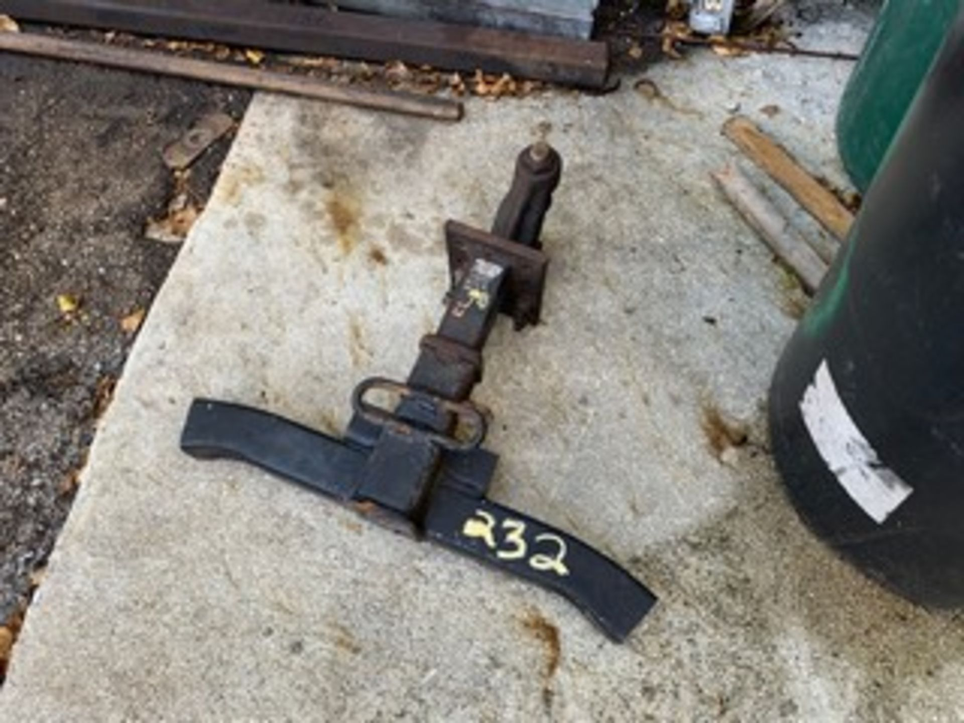 Lot 232 - TRAILER HITCH
