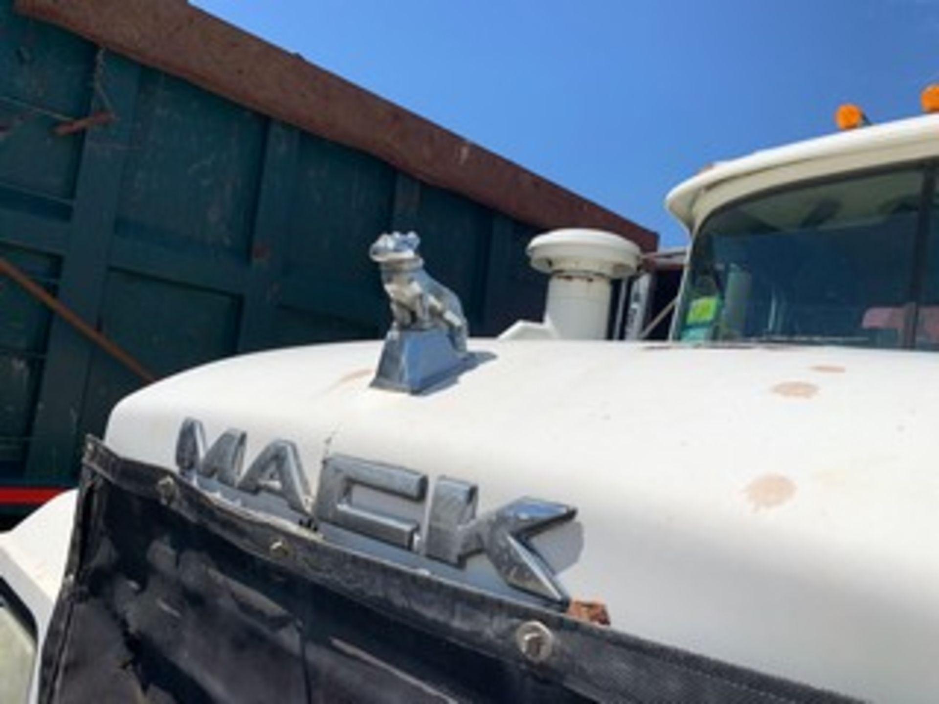 Lot 731 - 2003 MACK GRAPPLE TRUCK - VIN #1M2P267C83M166686 - WHITE