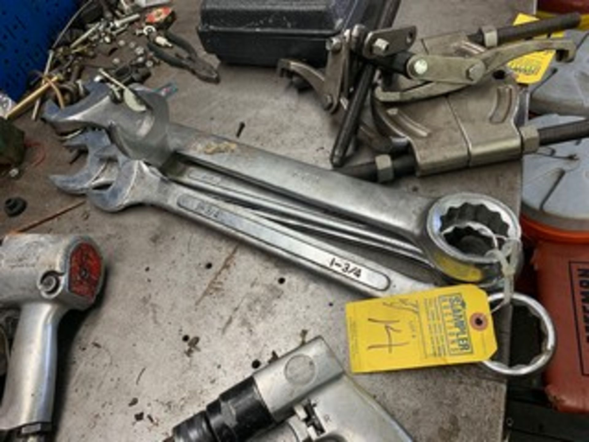 Lot 14 - LARGE COMBO WRENCHES - 1 1/2'' - 1 7/8''