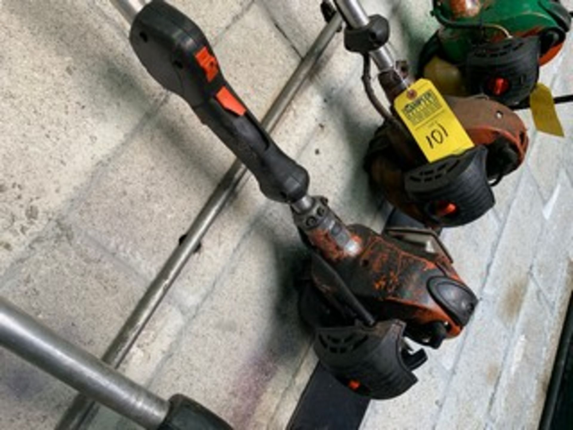 Lot 100 - ECHO GAS HEDGE TRIMMER