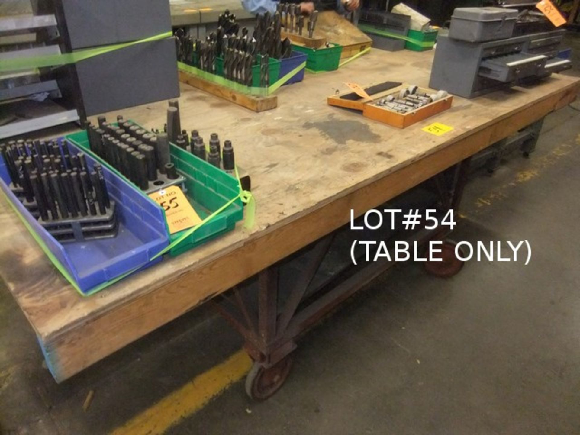 Lot 54 - ROLLING TABLE