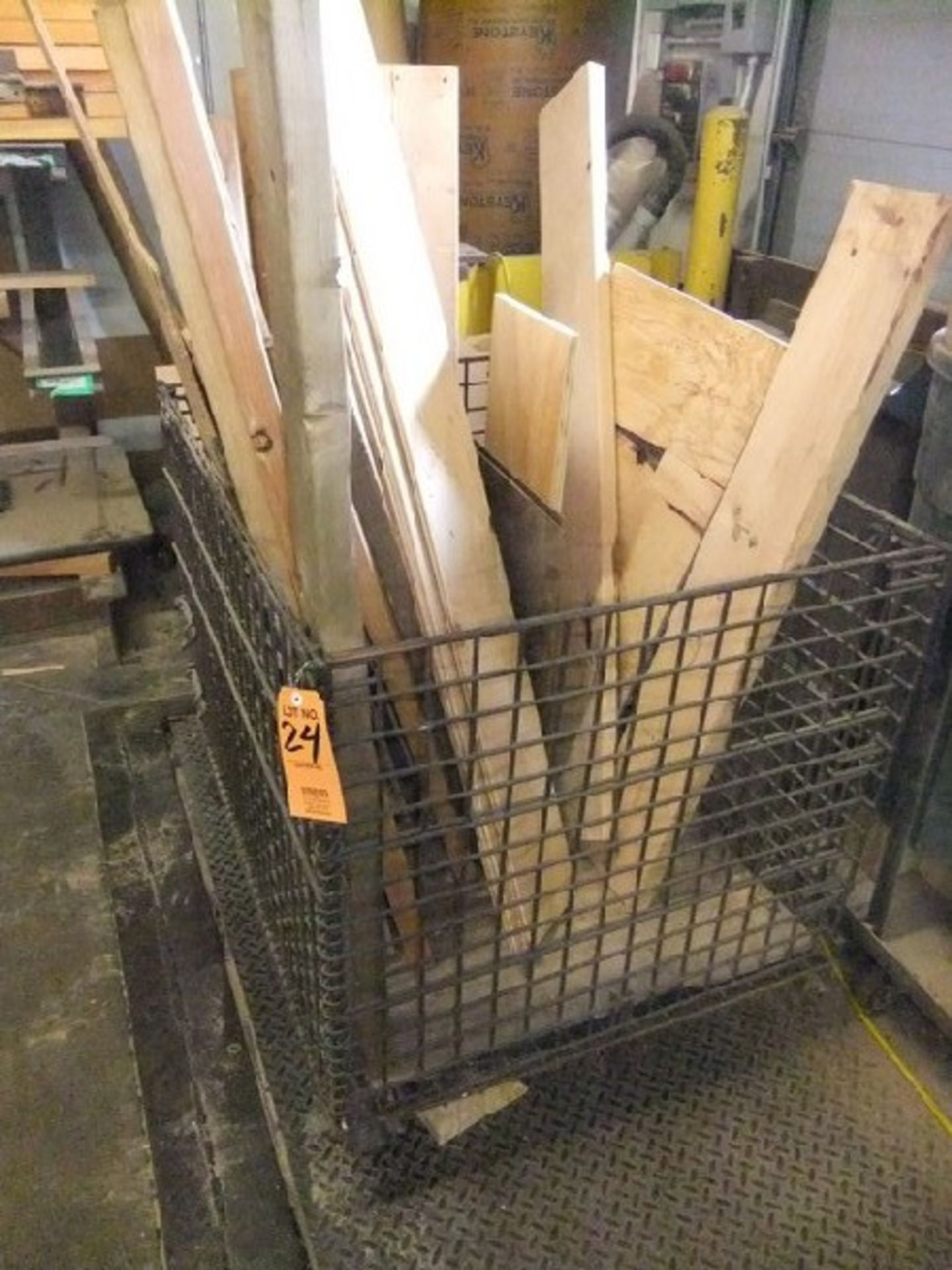 Lot 24 - LOT: METAL BASKET WITH CONTENTS
