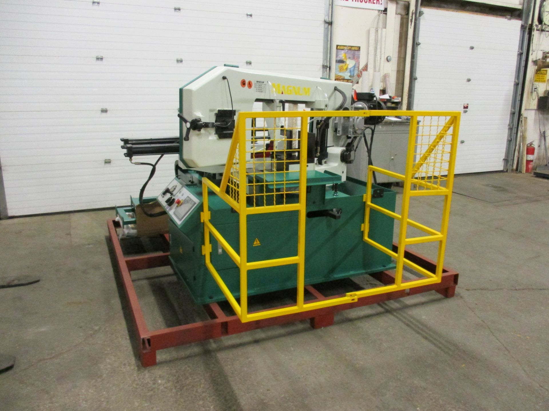 Lot 254 - Magnum BSM-1813A Fully Automatic CNC Horizontal Band Saw - 18 X 13 inch CUTTING CAPACITY - CNC
