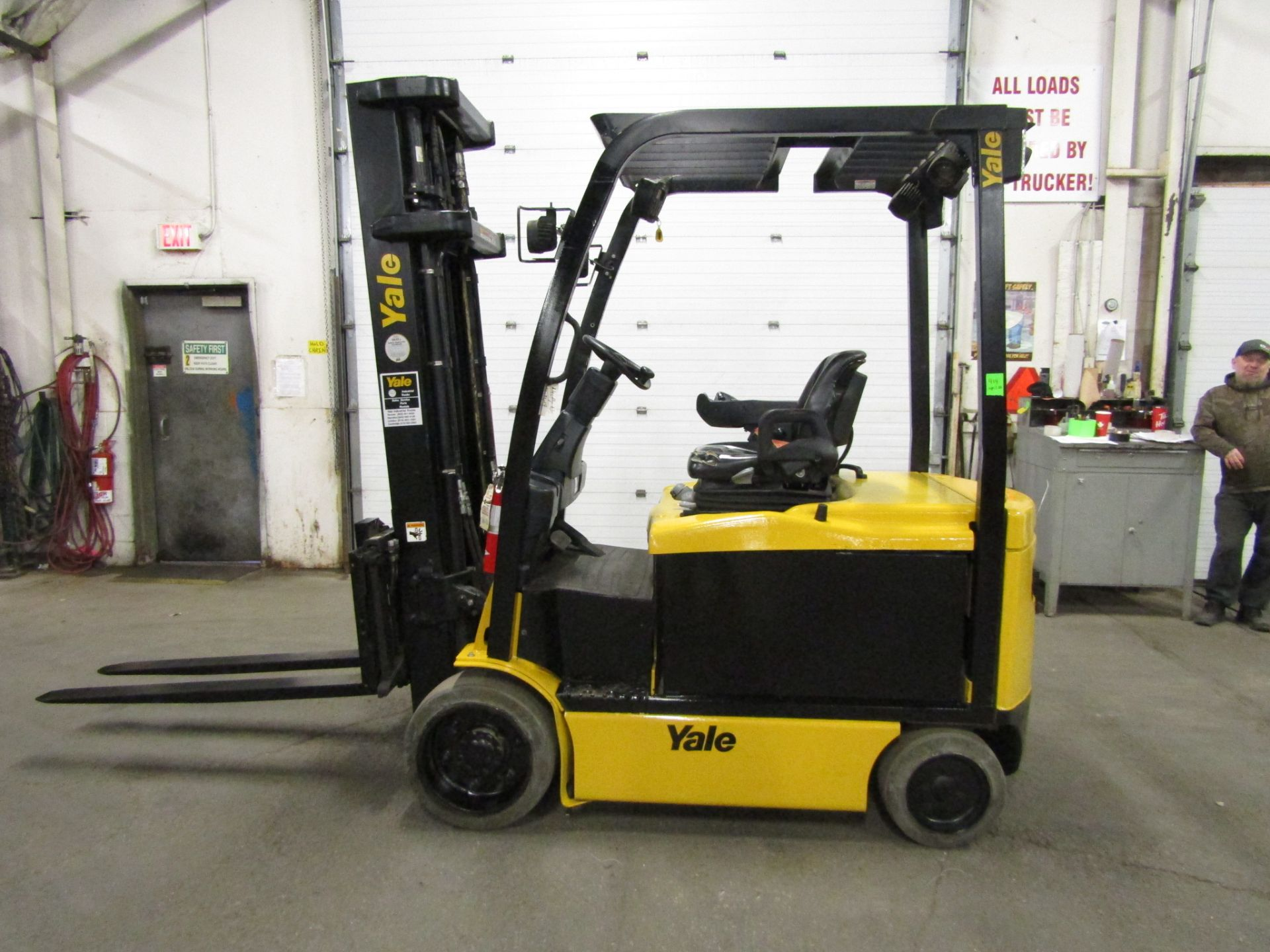 Lot 178 - 2011 Yale 7000lbs Electric Forklift with sideshift & 3-stage mast