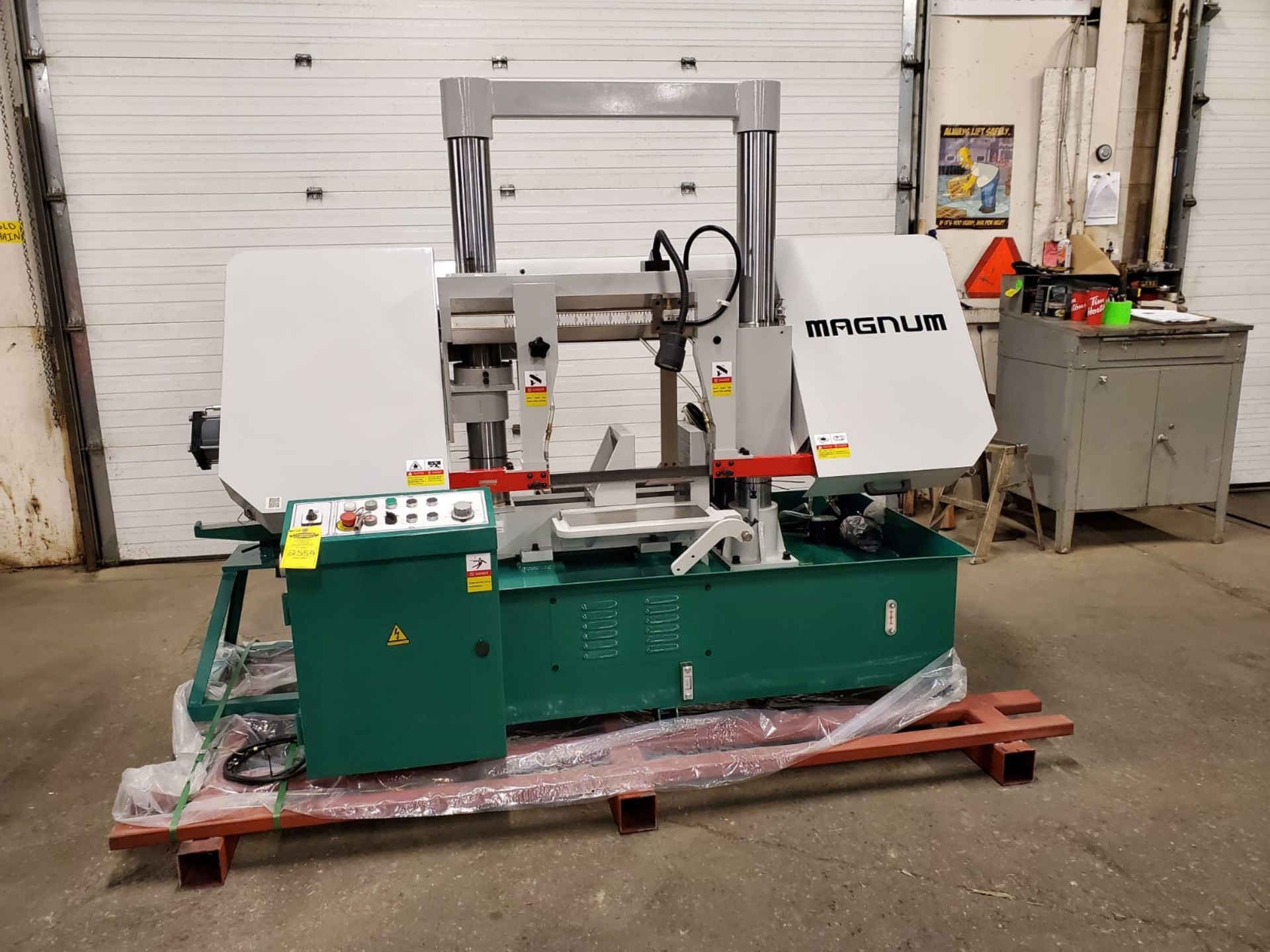 Lot 255A - Magnum BS-1616A Horizontal Band Saw - 16 X 16 inch CUTTING CAPACITY - MINT & UNUSED 220V