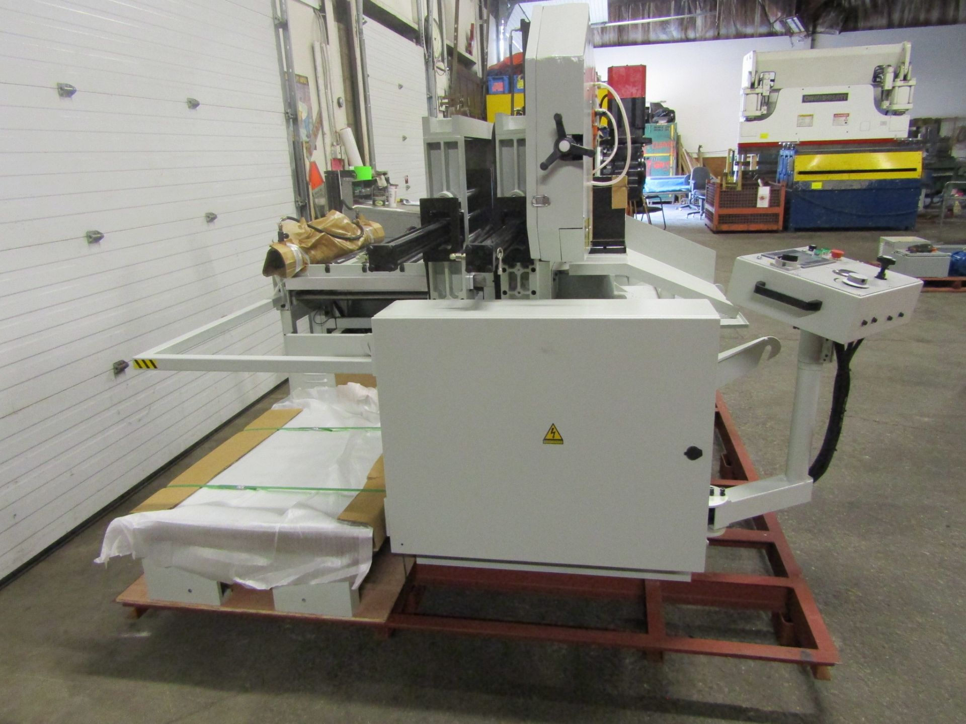 Lot 255 - Magnum BSM-2618A Fully Automatic CNC Horizontal Band Saw - 26 X 18 inch HUGE CUTTING CAPACITY -