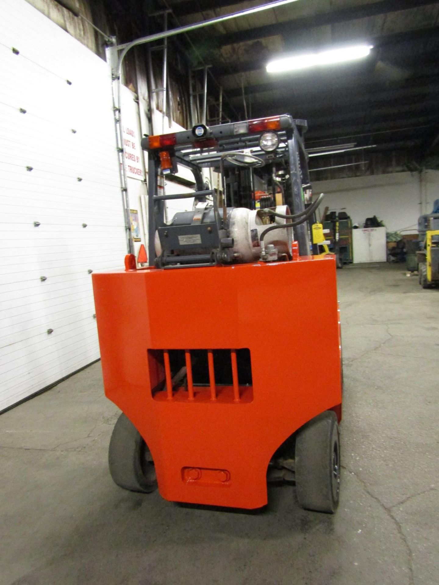 Lot 170 - Toyota 12000lbs Capacity Forklift BOX CAR SPECIAL with 3-stage mast and sideshift and fork