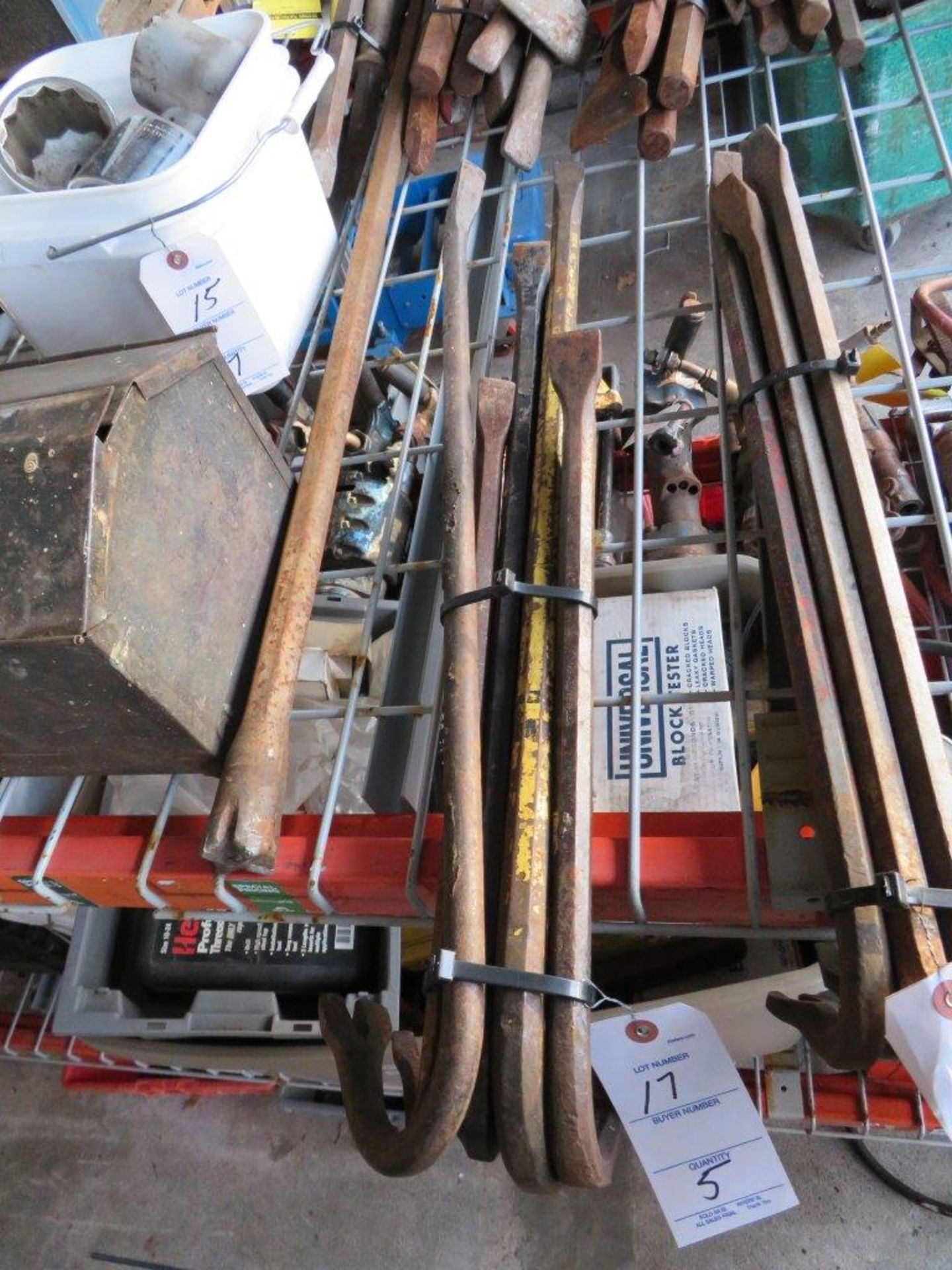 Lot 17 - (5) Crowbars, assorted