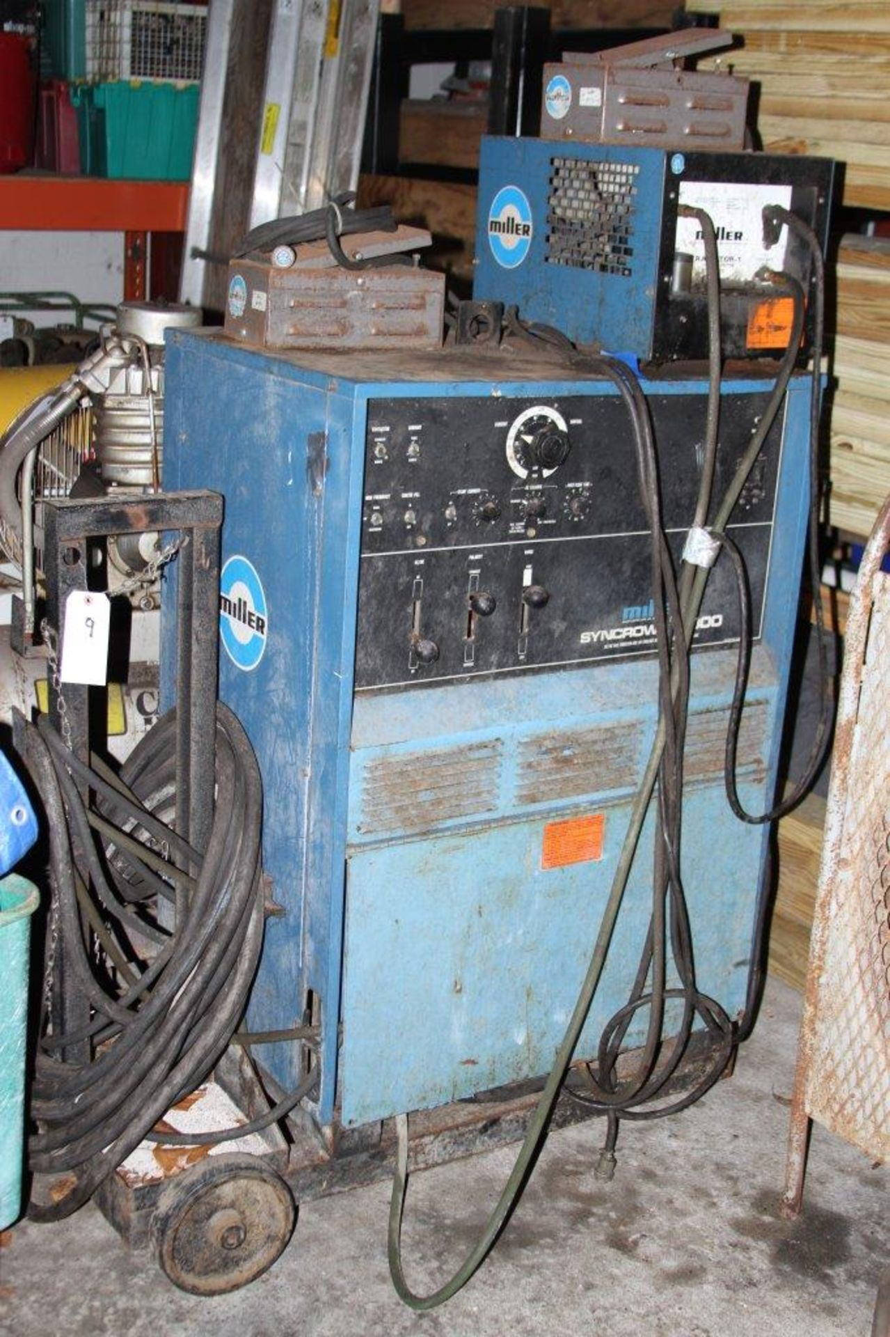 Lot 9 - Miller Syncrowave 300 AC/DC Gas Tungenston or Arc or shielded arc metal welder with cooling system