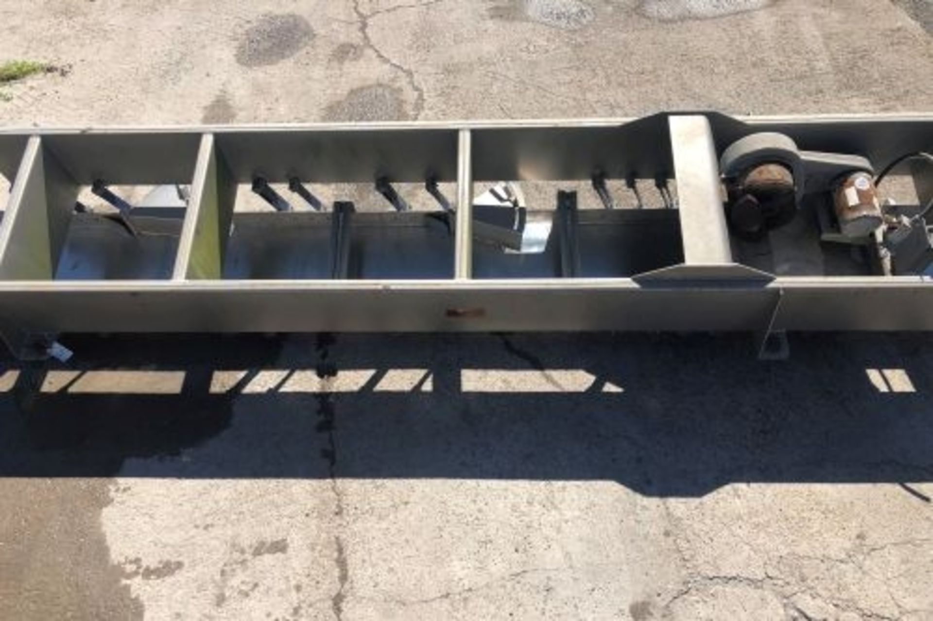 """Lot 50 - 24"""" wide x 204"""" long Key Iso-Flo stainless steel distribution shaker"""