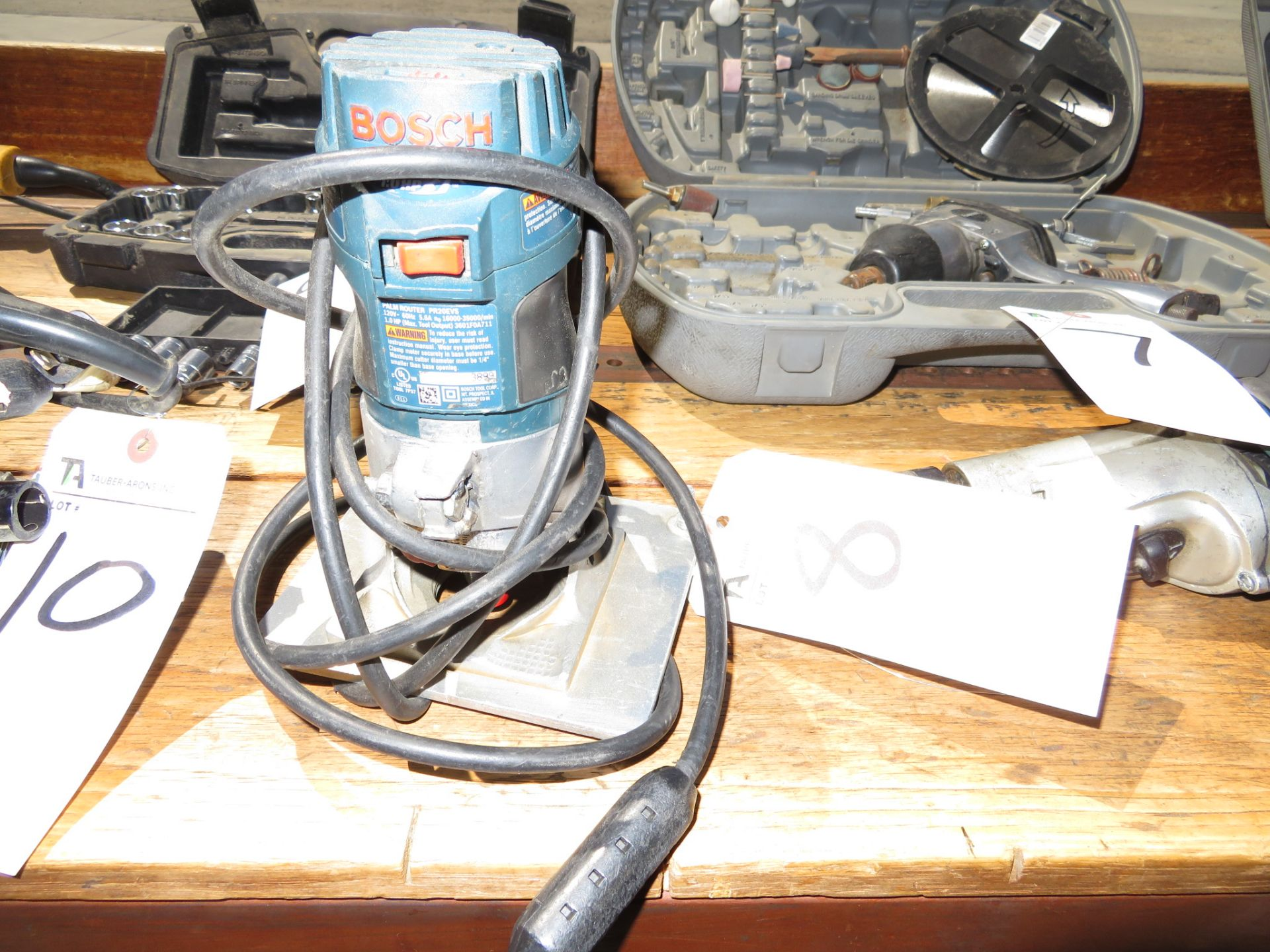 Lot 8 - Bosch Router