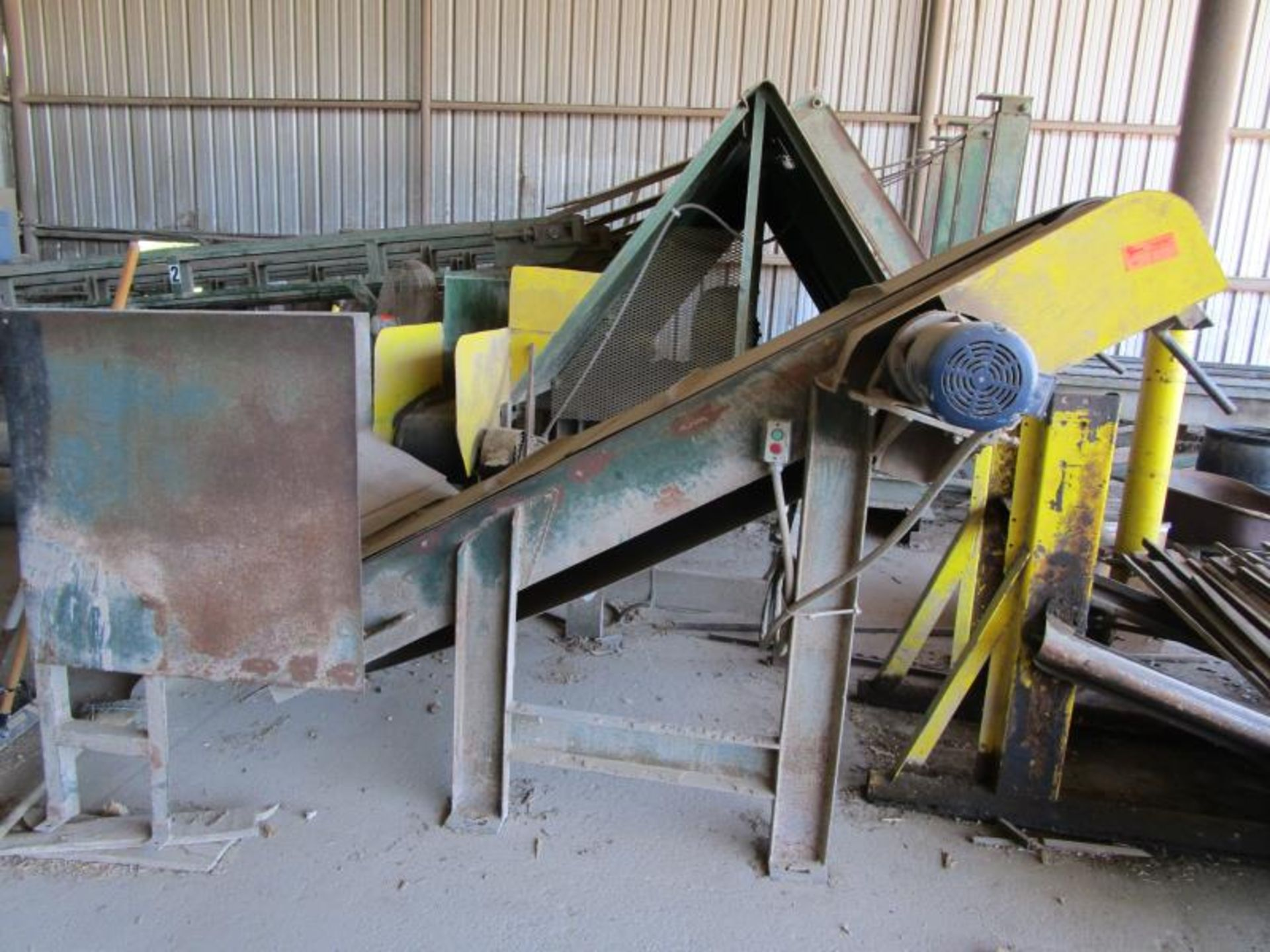 Lot 24 - Cleted Incline conveyor for stick accumulation and collection frame (4'x8')