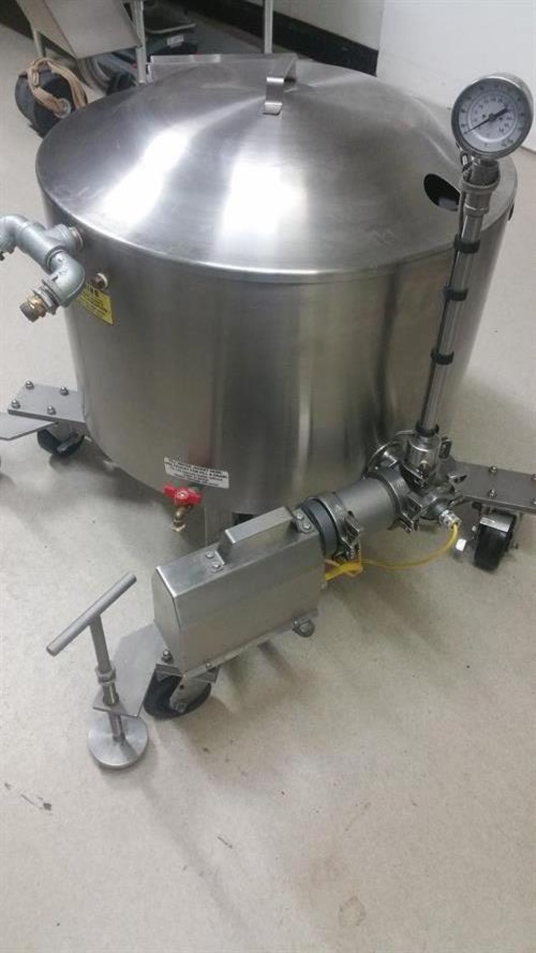 Savage 300-lb Stainless Steel Auto tempering Melter with Metering Pump - All stainless steel - Water - Image 2 of 12