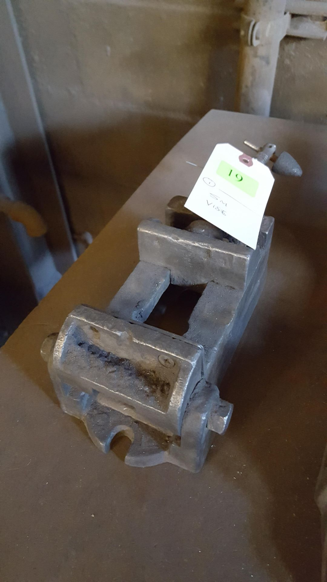 Lot 19 - SMALL VISE