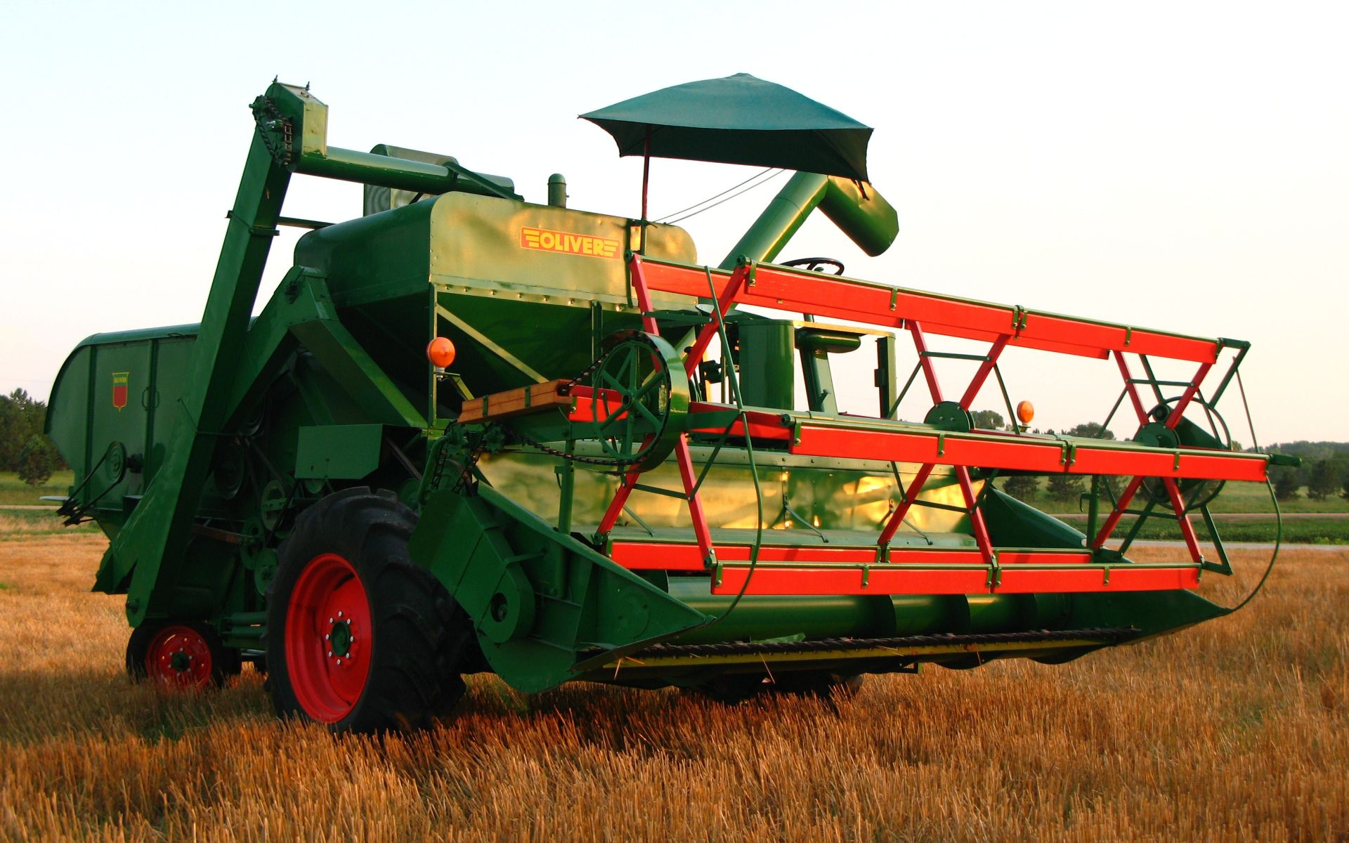 Lot 3 - Mdl.33 S#304406, Grain Master Self Propelled Combine, Runs (painted inside & out!)