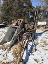 Lot 70 - Oliver Mdl.5 Single Row PT Corn Picker (original)