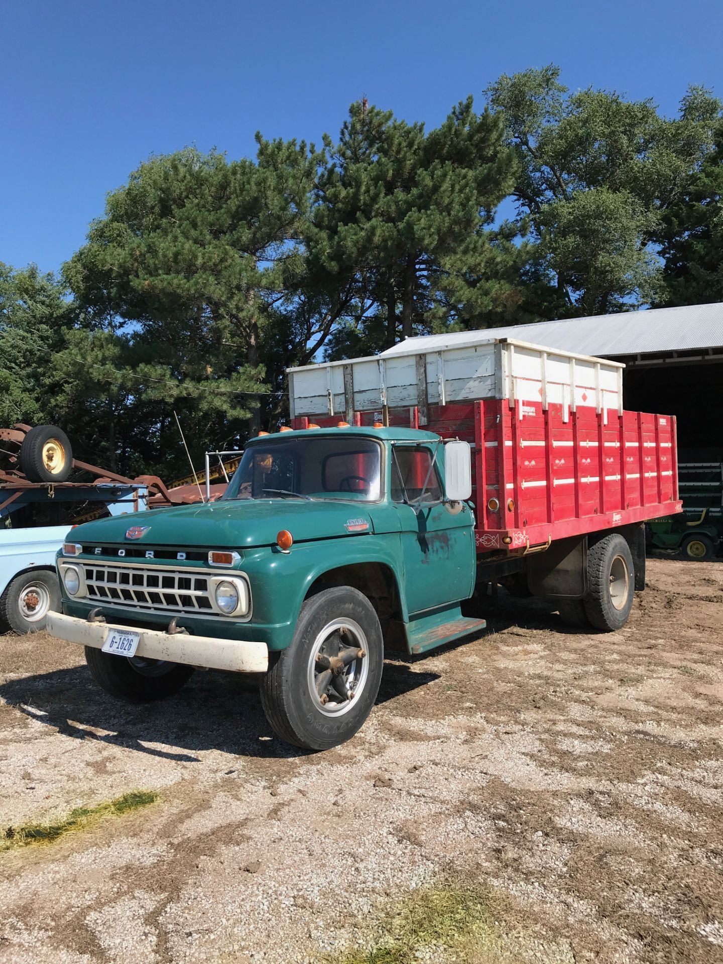 Lot 2A - 1965 Ford F-600 Grain Truck, 390 V-8, 5/2spd, 16' Wood Box w/Hoist (clean)