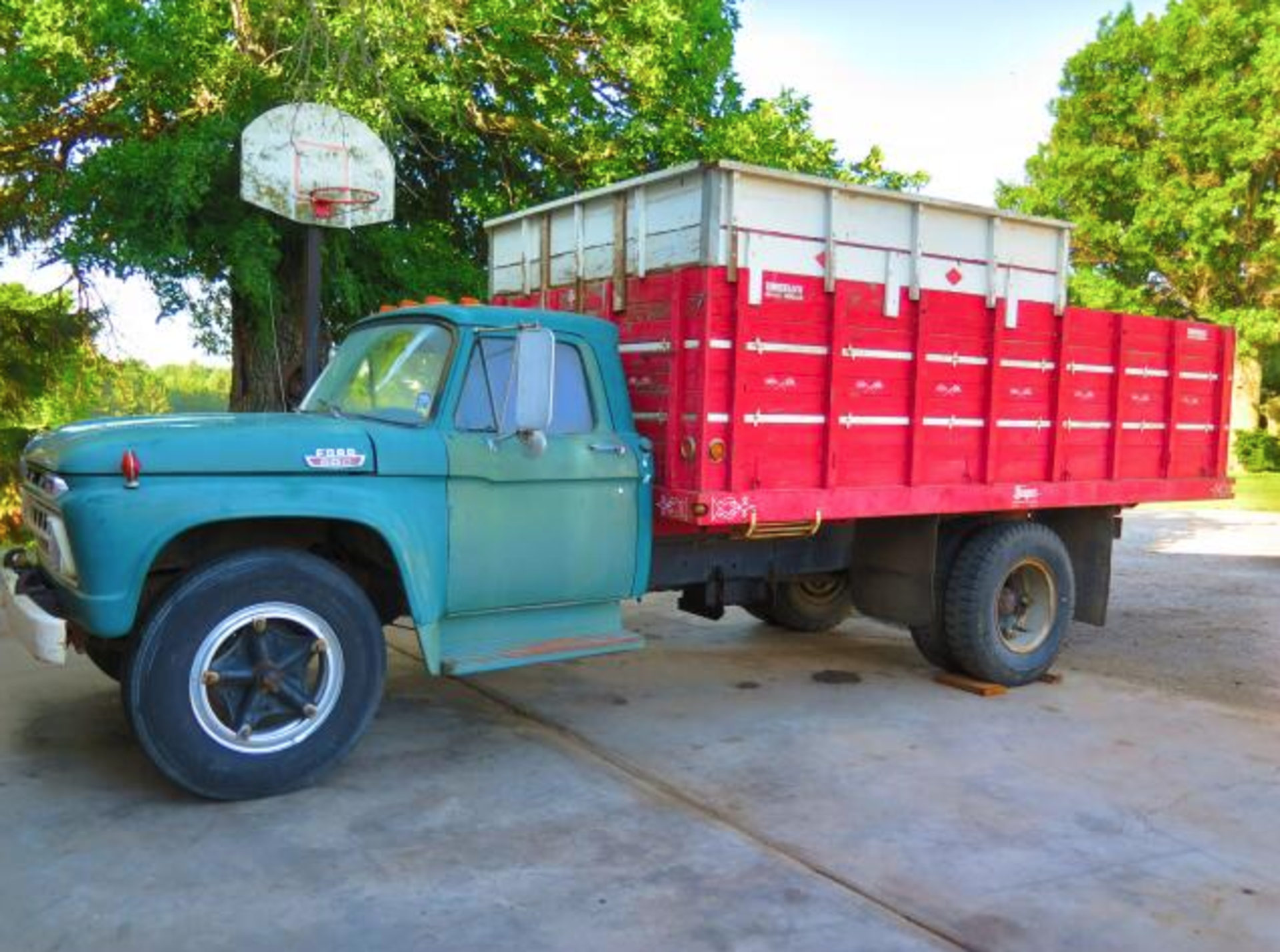 Lot 0 - Full Catalog Coming! Estate Vehicle, Restored & Original Oliver Tractor Collection & Parts