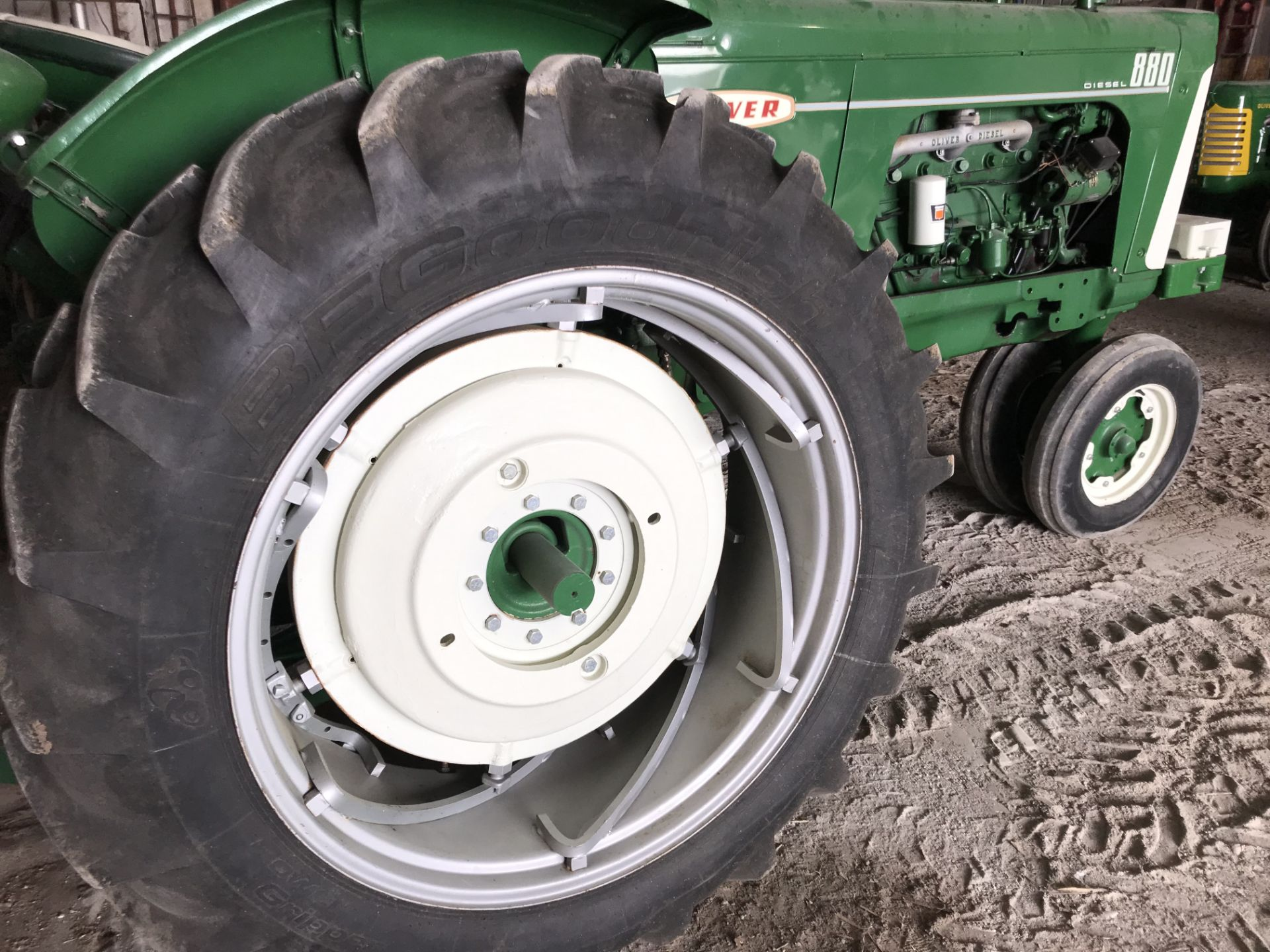 Lot 18 - Mdl.880 Diesel S#87-95-?? NF, Frt. Slab Wts, Dual Hyd, 15.5x38 New Rubber, Power Adjust Rims (