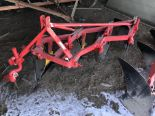 Lot 56 - Massey-Ferguson Mdl.72 S#009089, 3pt 4 Bott. Semi Mount Plow (repainted)
