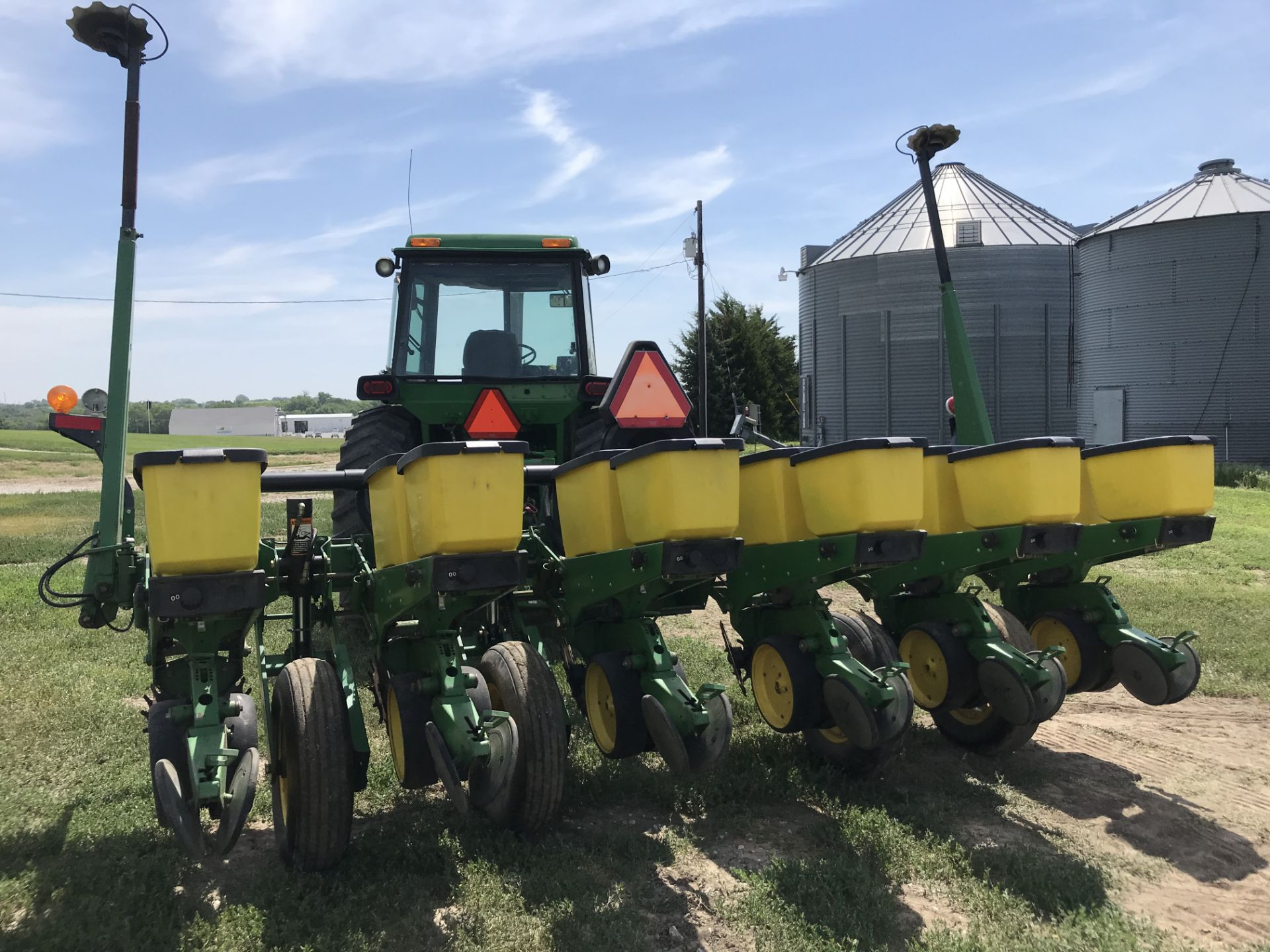 Lot 35 - JD 7200 6RN MaxEmerge 2 PT Planter S#660988, Marlin Row Cleaners w/Monitor (good);