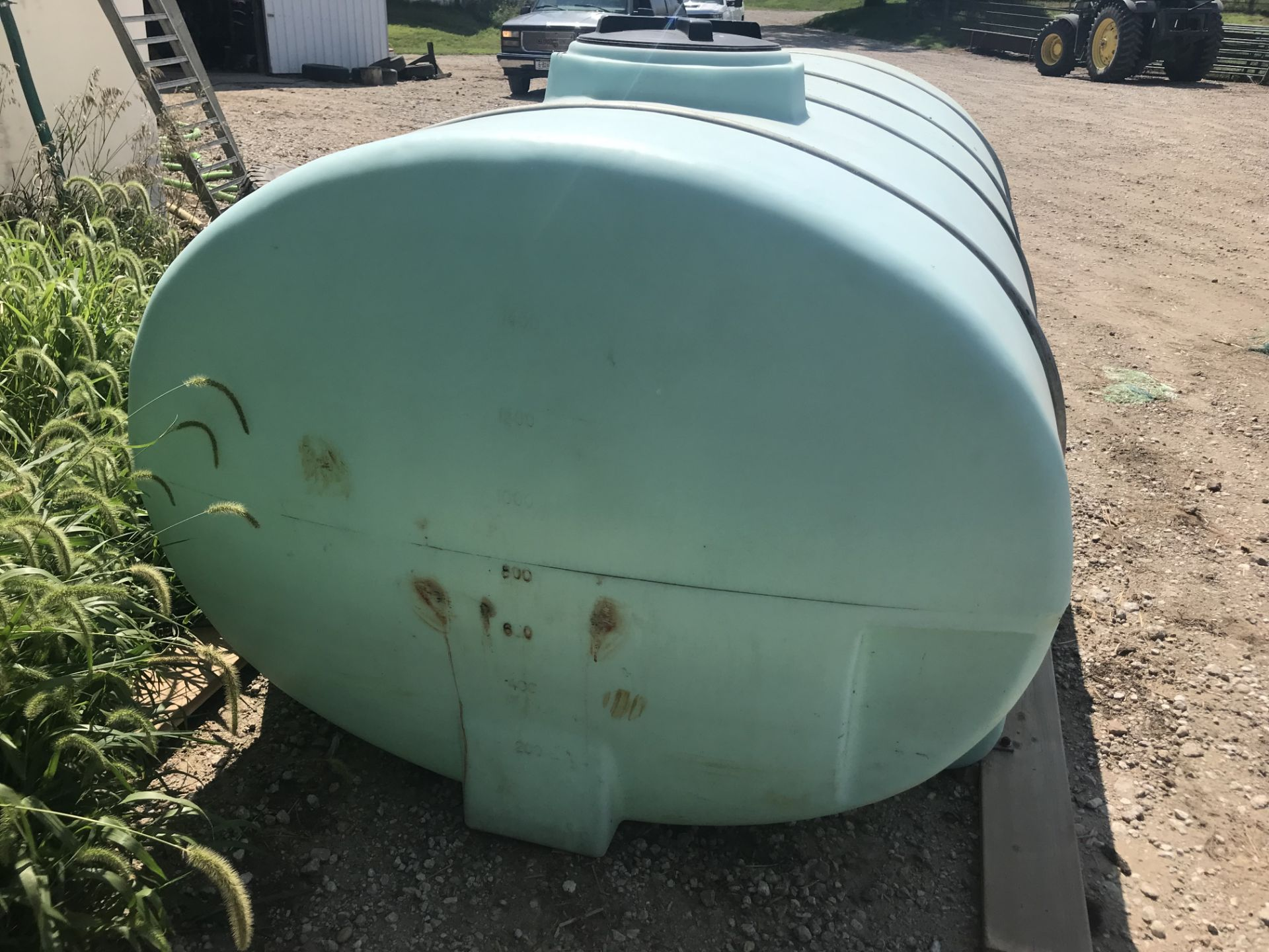 Lot 10 - 1600gal Poly Horizontal Flat Bottom Water Tank