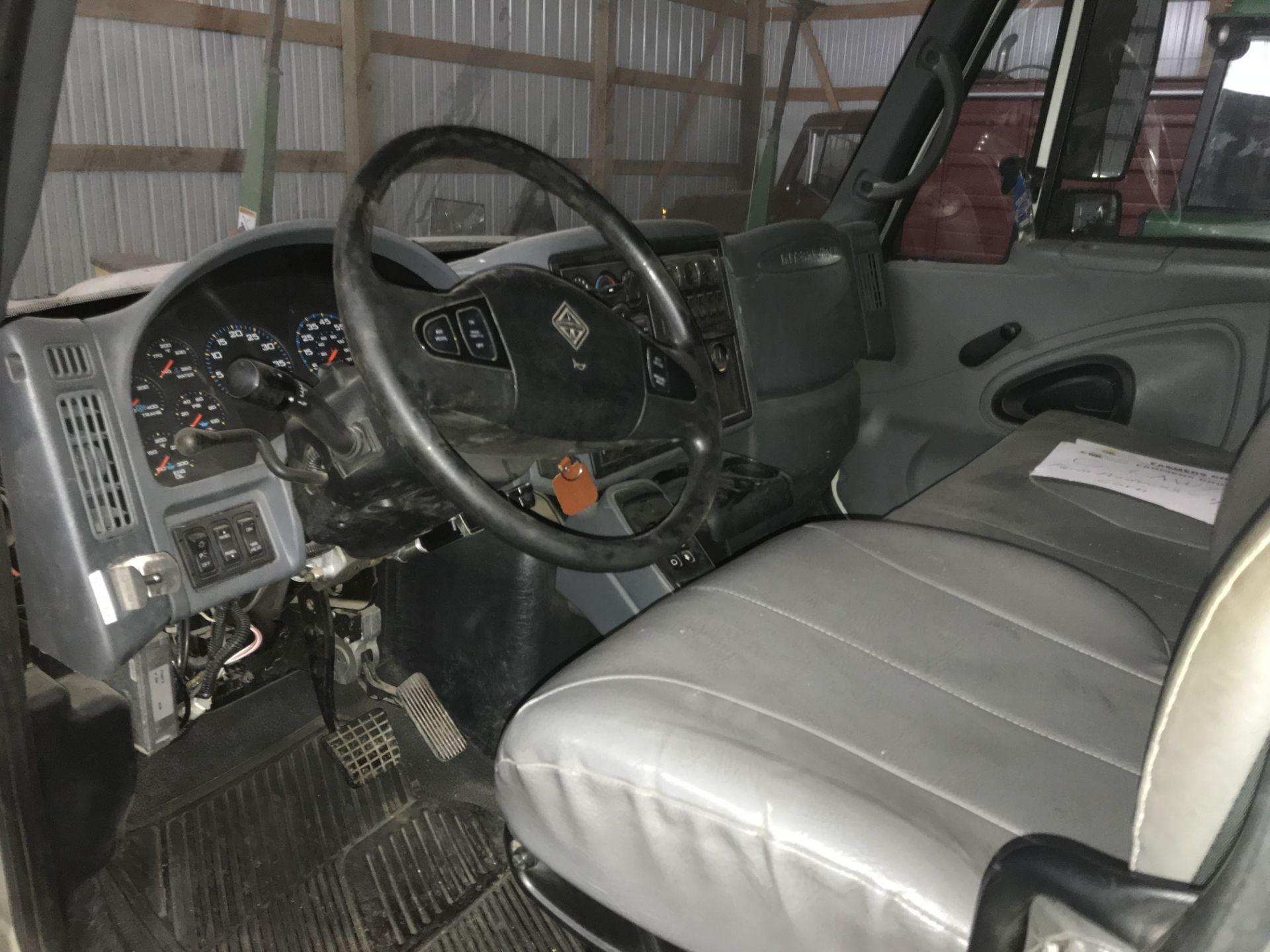 Lot 7 - 2003 International 7400 DT-530, 8.7lt Diesel, 6spd Auto, AC, Cruise, Tilt, Air Seat, Scotts 20'