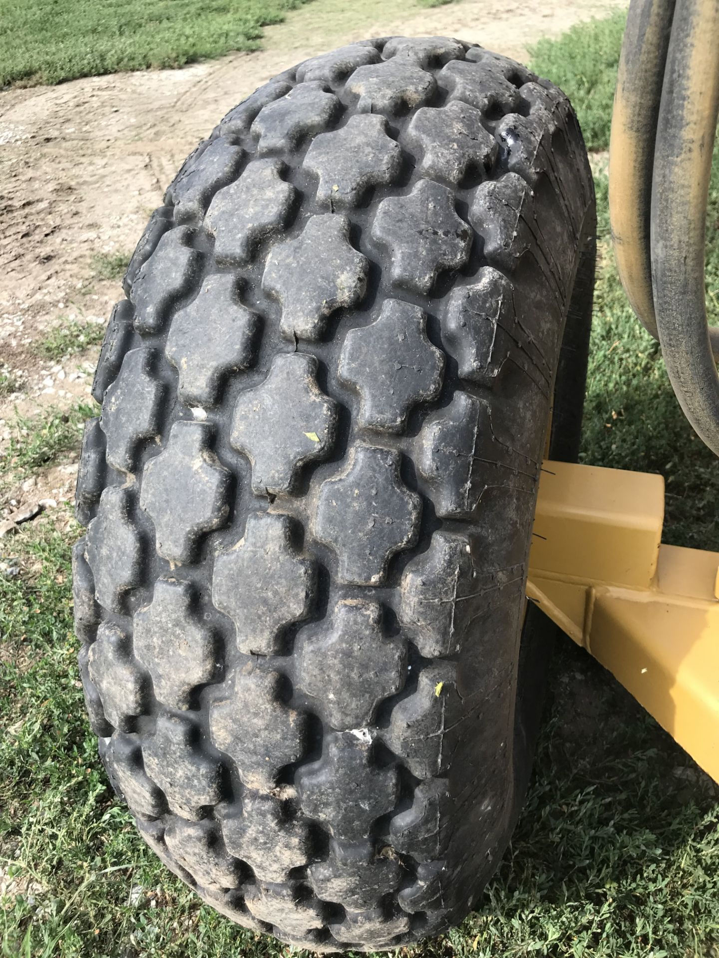 Lot 28 - 2012 Toreq 9000 S#9-4084, PT, 9 Yard w/HD Frost Blade, 16.9x24 Rears, 13.50-16.1 Front Tires, Like
