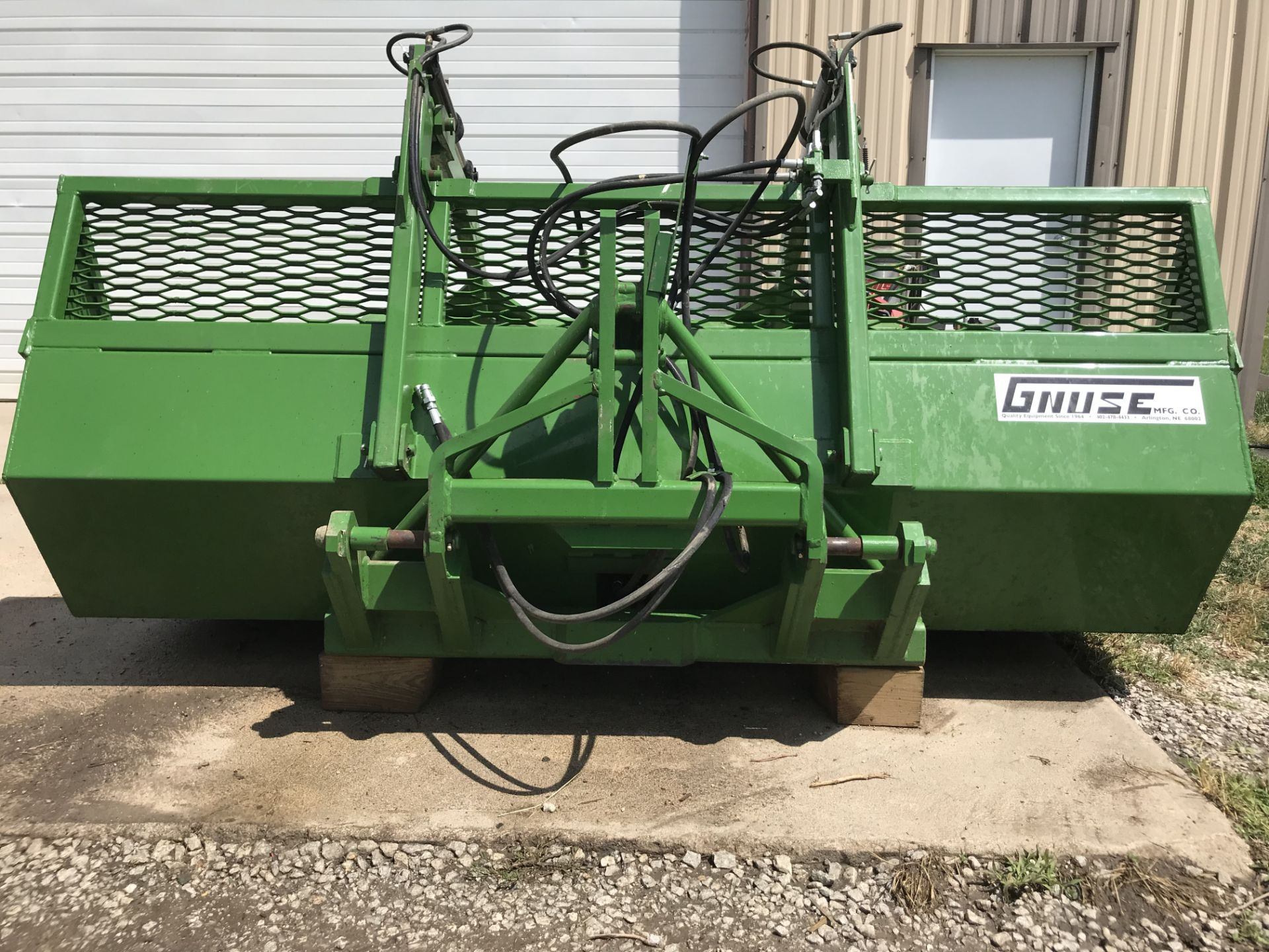 Lot 31 - 2015 Gnuse Mdl.L108 Scoop w/4 Tine Grapple (1 owner, like new)