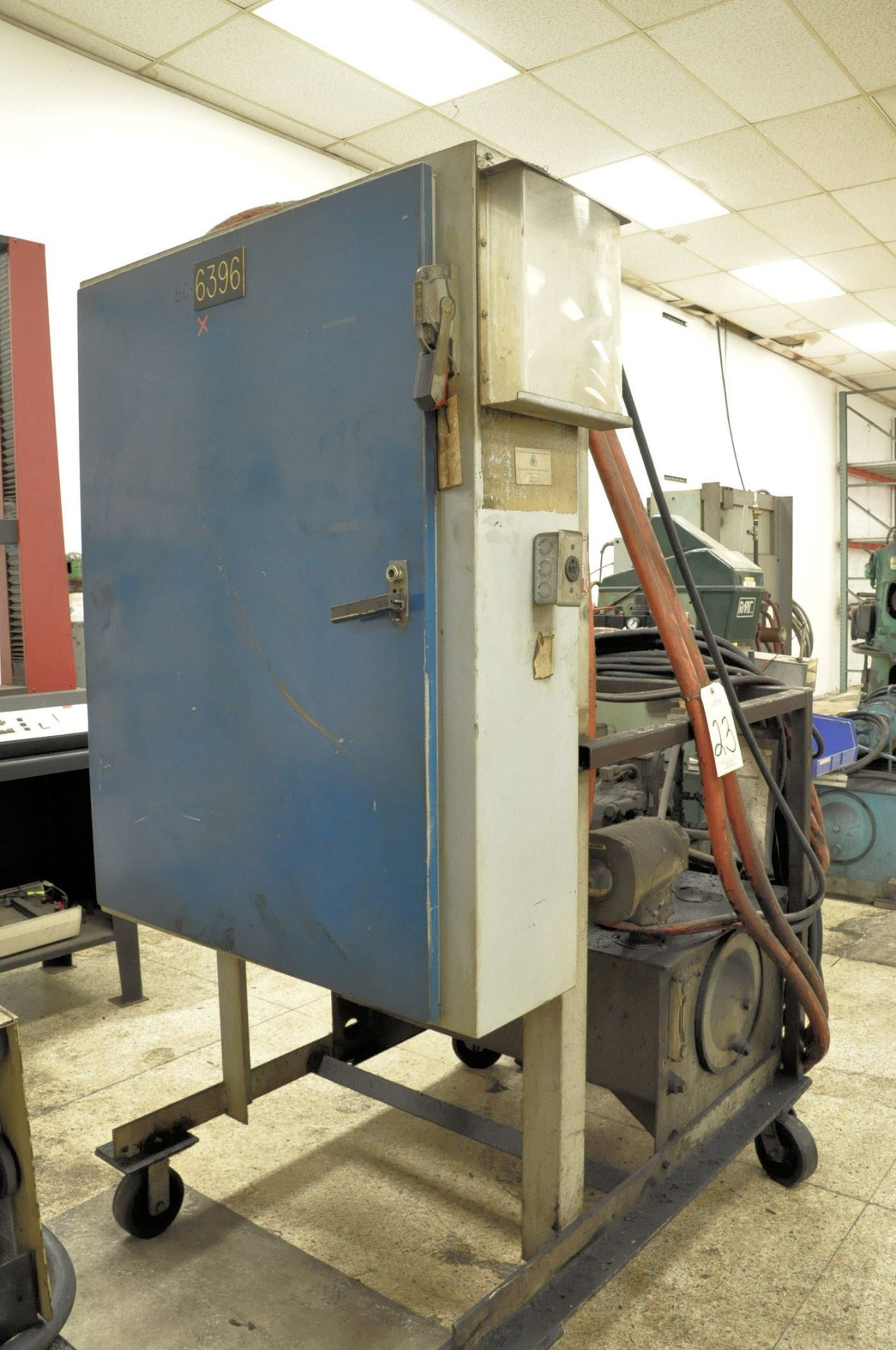 Lot 23 - Large Industrial Portable Hydraulic Unit with Lincoln 10-HP Motor and
