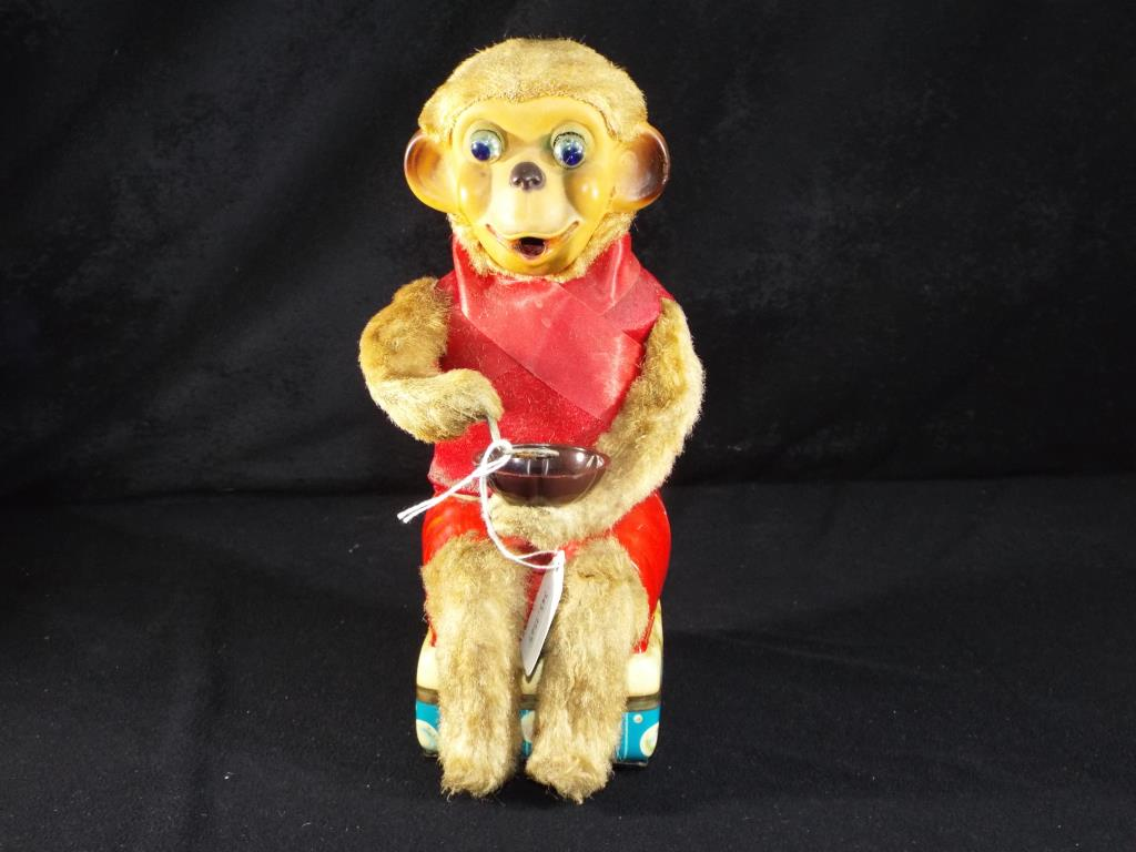 Lot 59 - Cragston Japanese unboxed battery operated tin plate monkey,
