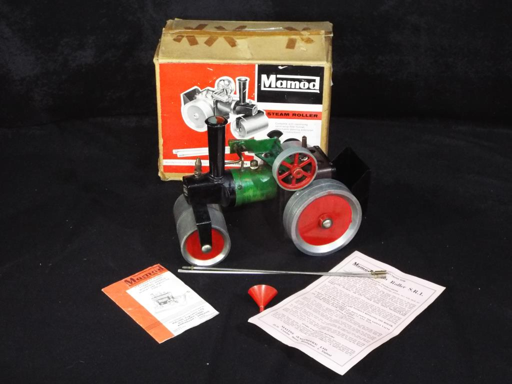 Lot 5 - Mamod - A boxed Mamod S.R.1 Steam Roller.