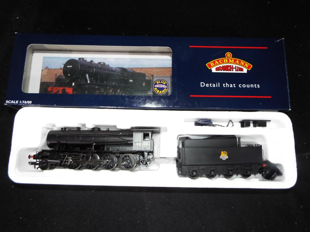 Lot 42 - Bachmann - A boxed OO Gauge No.32-253 2-8-0 WD Steam Locomotive and Tender. Op.No.