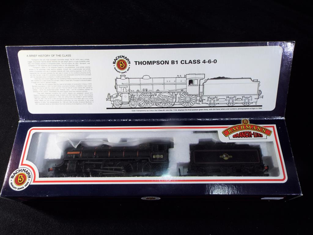 Lot 32 - Bachmann - A boxed OO Gauge Bachmann 31-703 Thompson B1 Class 4-6-0 steam locomotive and tender, Op.