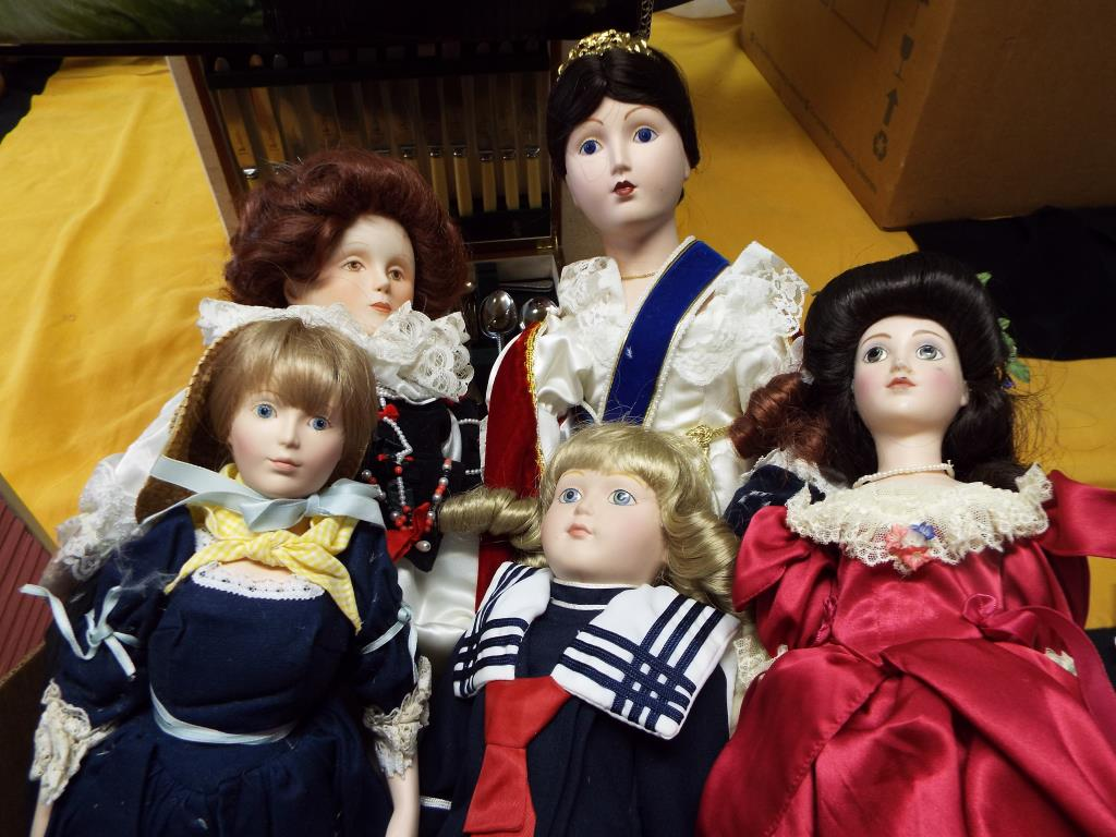 Lot 31 - Dolls - a collection of five good quality dressed dolls to include two Franklin Mint,