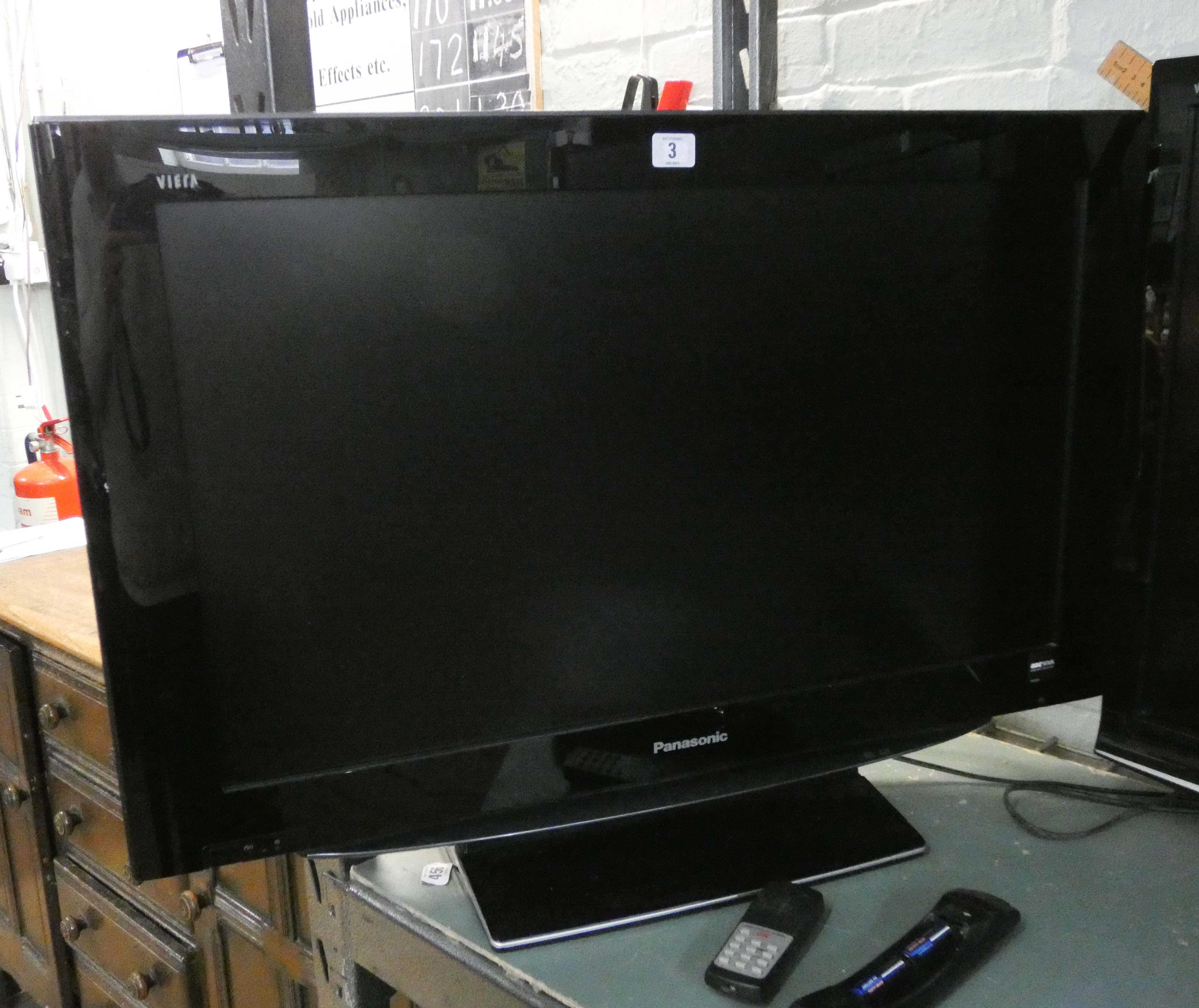 """Lot 3 - A Panasonic 32"""" digital LCD television with freeview etc and remote"""