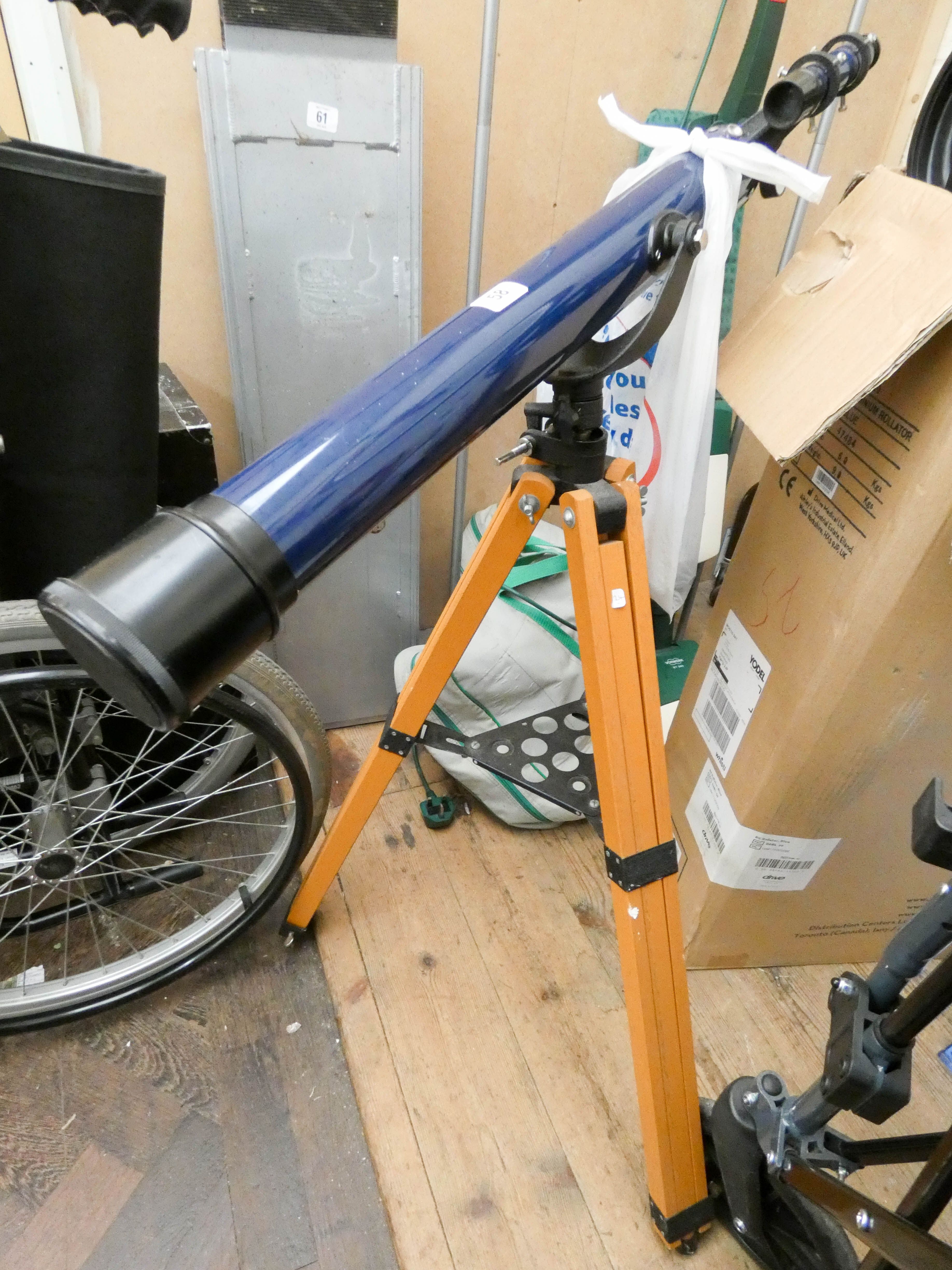 Lot 58 - An Astral 400 telescope