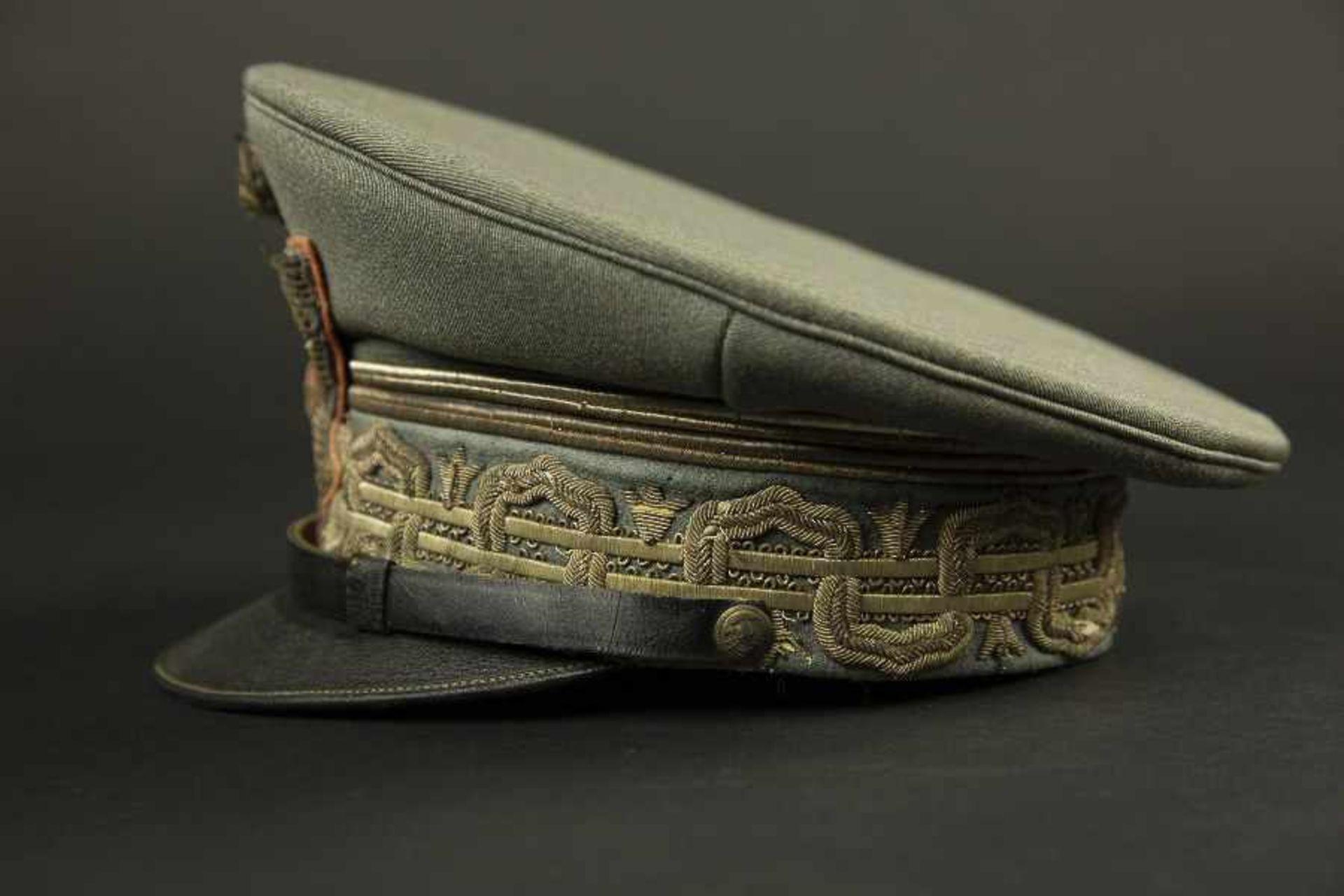 Casquette de général de division italien en tenue de serviceEn drap grigio verde, comportant les - Bild 2 aus 4