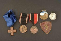 Ensemble de médailles italienneComprenant une médaille pour le mérite de guerre. Une médaille
