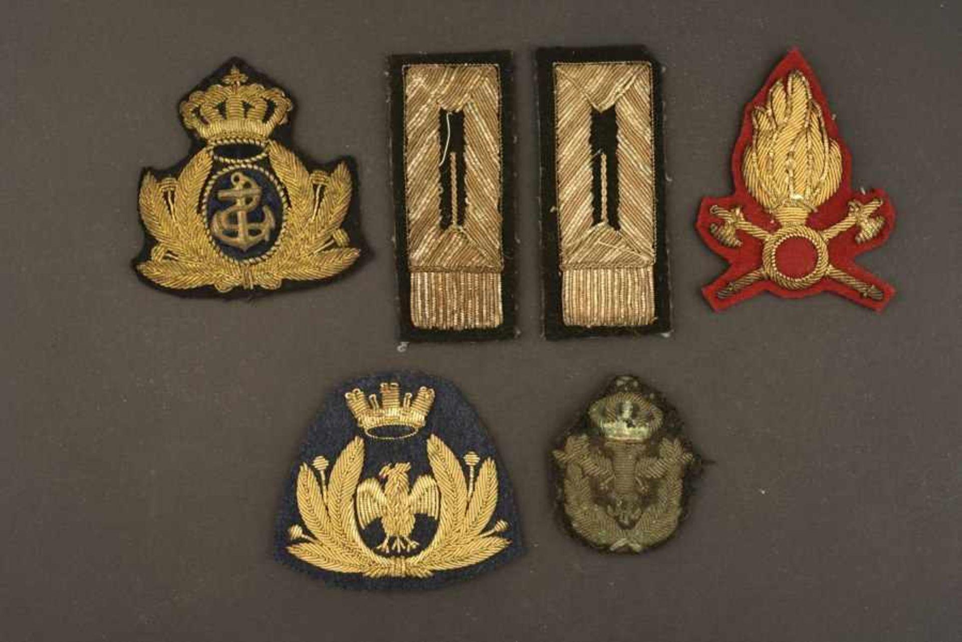 Ensemble de passementerie pour officier de l'armée royale italienne comportant un insigne brodé de