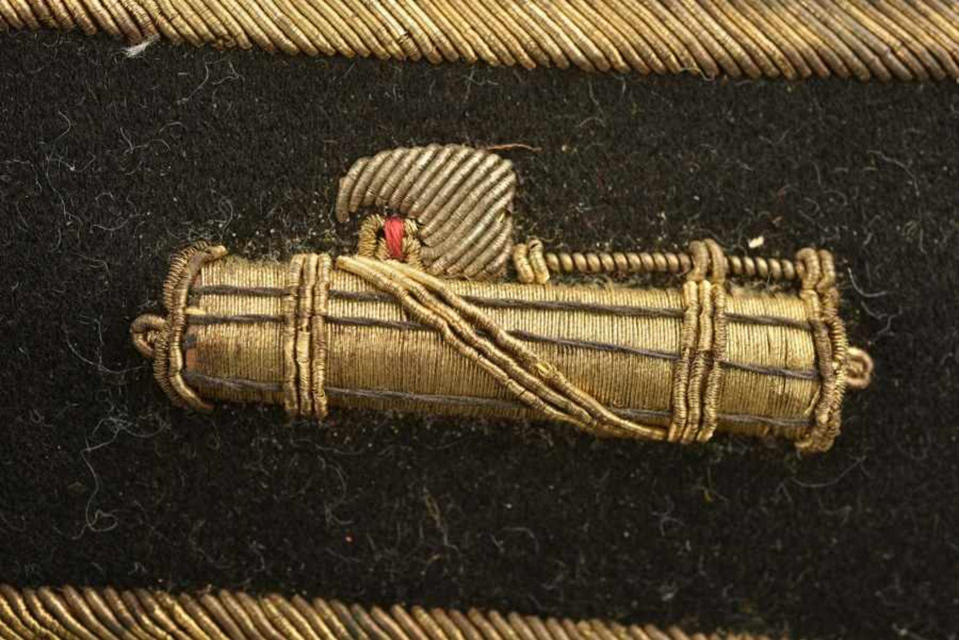 Epaulettes d'officier supérieur de la MVSNEn tissu soyeux noir, faisceau brodé de fils d'or rapporté - Bild 2 aus 3