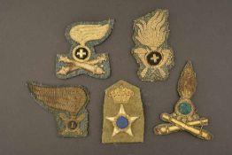 Ensemble de 5 insignes de coiffures pour officiers de l'armée royale italienneEn fils d'or brodés