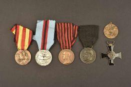 Ensemble de décorations italienneComprenant une médaille commémorative des vétérans de la RSI. Une